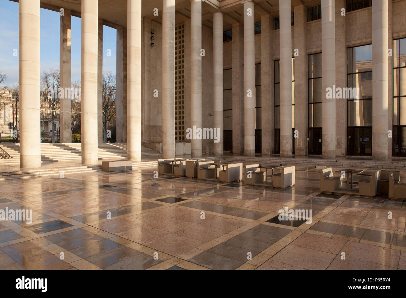 The 1937 Art Deco Design Of The Palais De Tokyo Which Houses The Museum Of Modern Art In Paris France Stock Photo Alamy