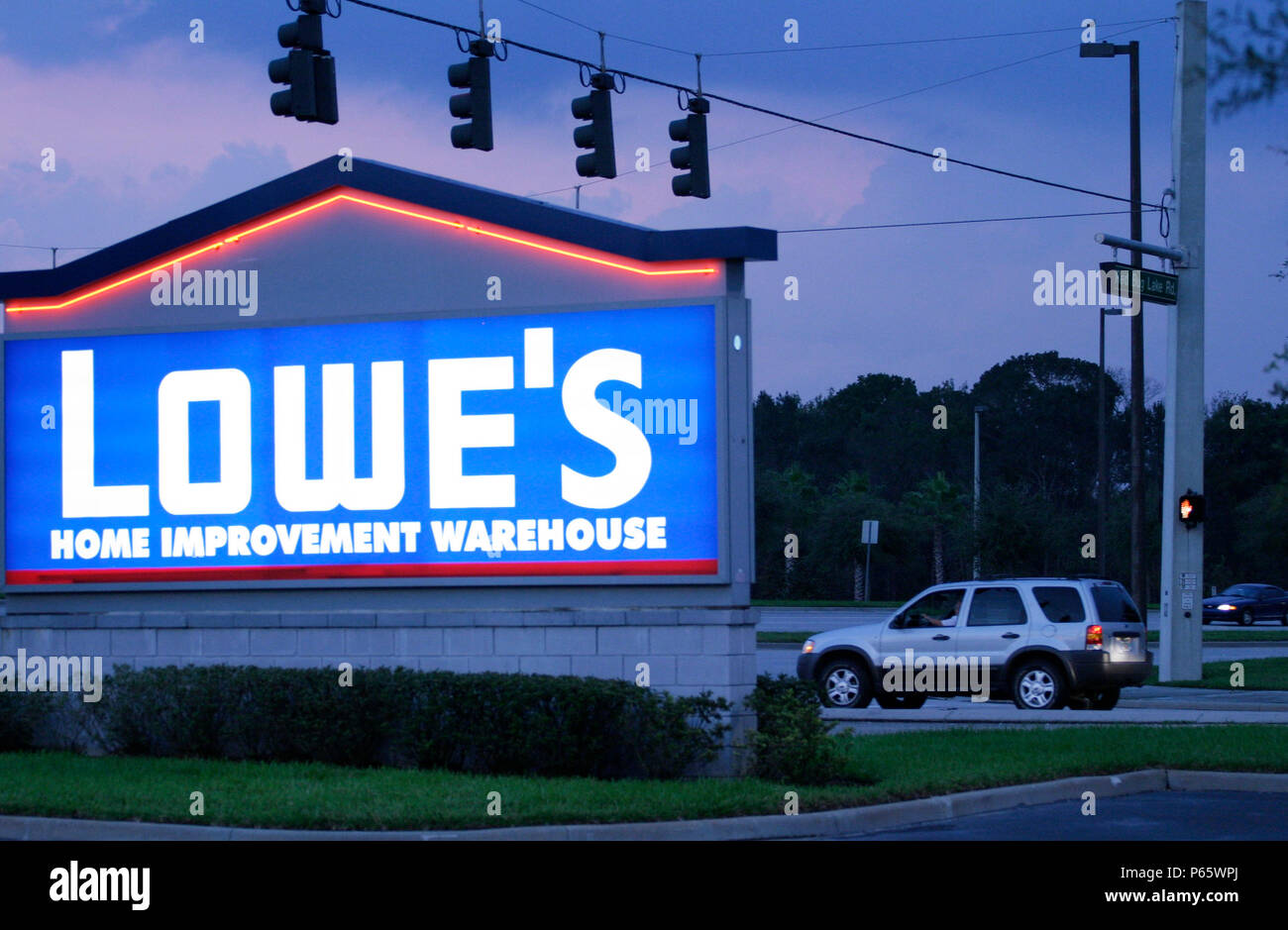 Economy Usa Chain Store Of Lowes Home Improvement Near Orlando