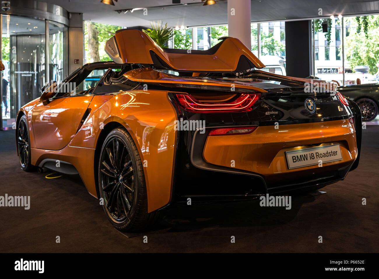 Berlin June 09 2018 Showroom A Plug In Hybrid Sports Car Bmw I8