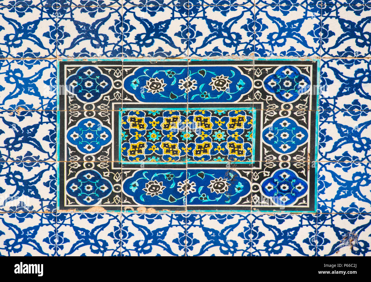 Pattern of Arabic mosaic tiles on the Dome of the Rock, Jerusalem ...