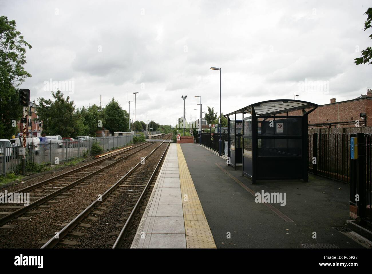 General view of platform and waiting shelter at Carlton station, Nottinghamshire. 2007 - Stock Image