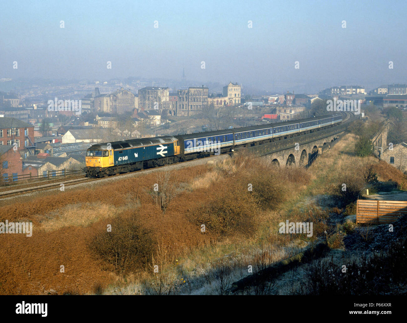 Dewsbury. On a cold, misty morning 47.649 heads away from Morley Tunnel with the 08:20 ex Newcastle for Liverpool. 03.11.1988. - Stock Image