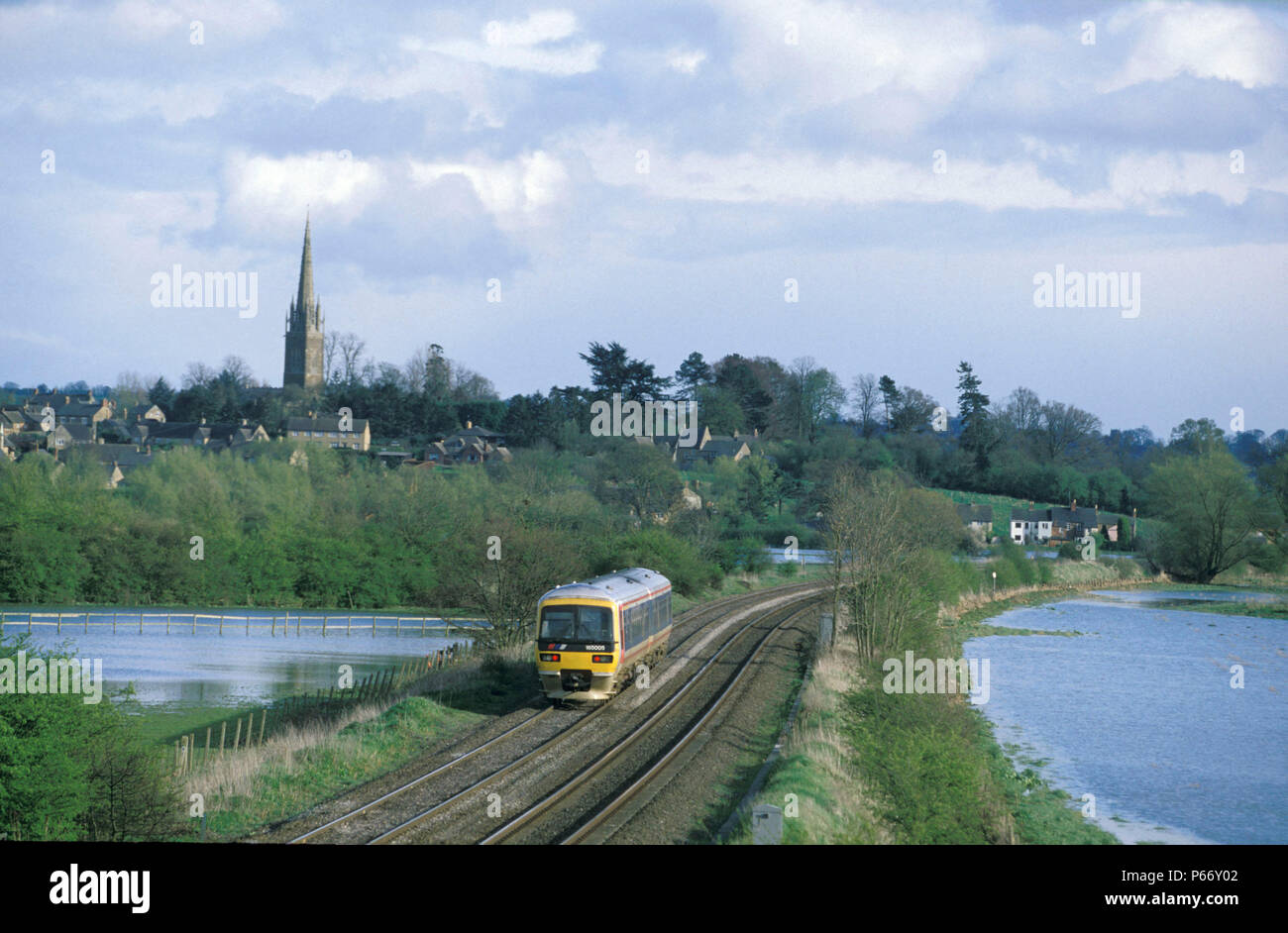 Easter Monday 1998 sees the Cherwell Valley around Kings Sutton flooded by days of rain but this Chiltern Turbo service still runs with its train from Stock Photo
