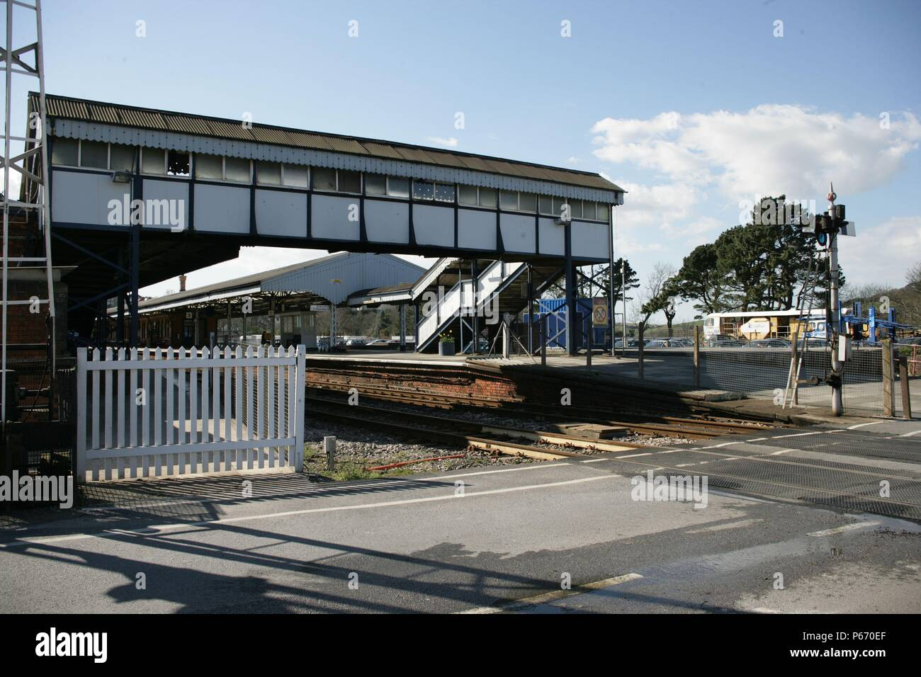 The footbridge at Truro station, Cornwall, from the level crossing at the end of the platform. 2006 - Stock Image