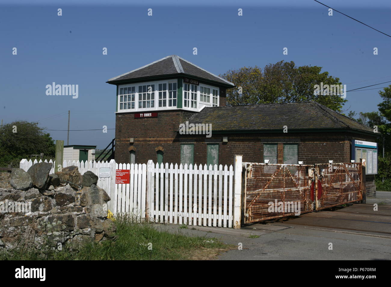 The signal box and level crossing at Ty Croes station, Anglesey. 2007 - Stock Image