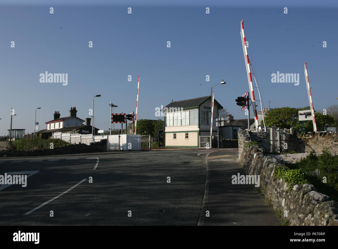 The signal box and level crossing at Valley station, Anglesey. 2007 - Stock Image