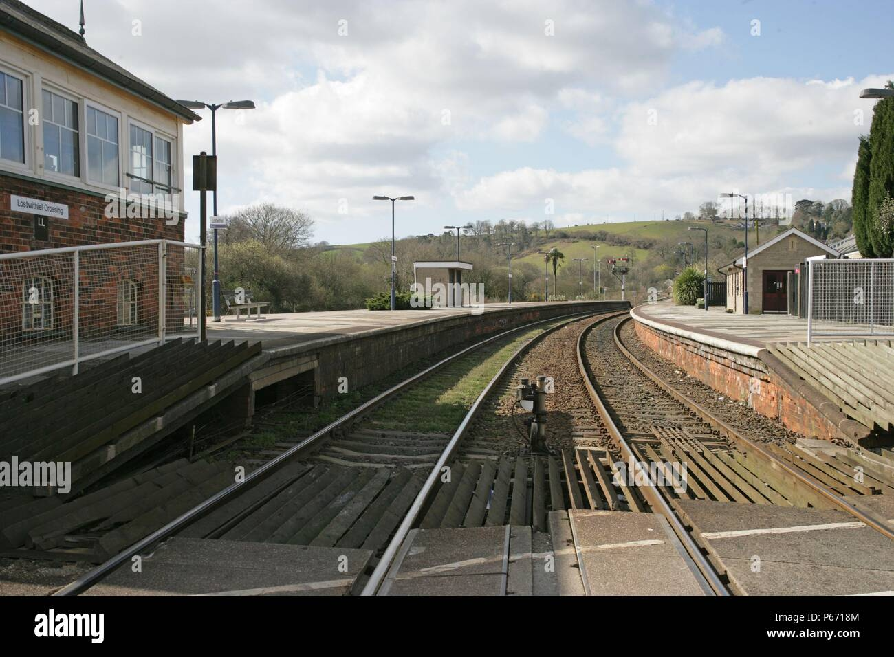 View of Lostwithiel station, Cornwall, from the level crossing at the end of the platform with the signal box on the left. 2006 - Stock Image