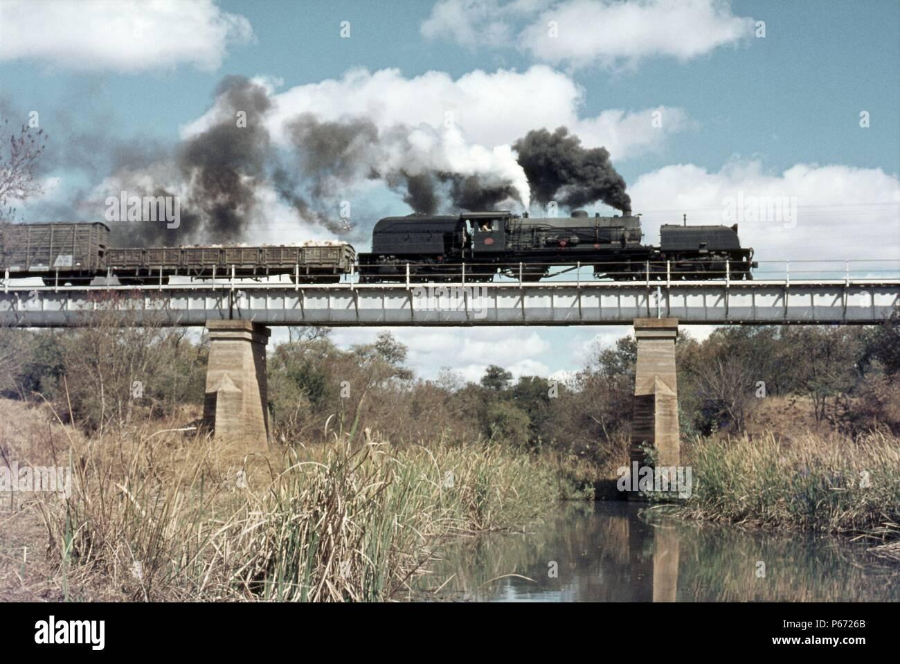 A Rhodesia Railways 14A class 2-6-2 + 2-6-2 Garratt crosses the viaduct at Balla Balla at the head of train 304 bound for Bulawayo on the West Nichols - Stock Image