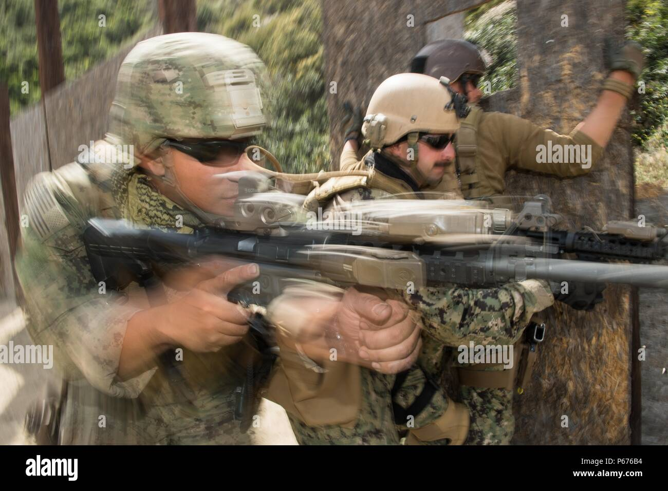 Mass Communication Specialist 2nd Class Eric Chan, assigned to Amphibious Construction Battalion 1 (left) and Mass Communication Specialist 3rd Class Eric Coffer, practice hallway clearing at 2016 Summer Quick Shot Exercise, in Azusa, California, May 20, 2016. Quick shot is a biannual Fleet Combat Camera Pacific exercise that provides live-fire and scenario based training to combine-joint combat camera assets. (U.S. Navy Combat Camera photo by Chief Mass Communication Specialist Greg Badger/Released) - Stock Image