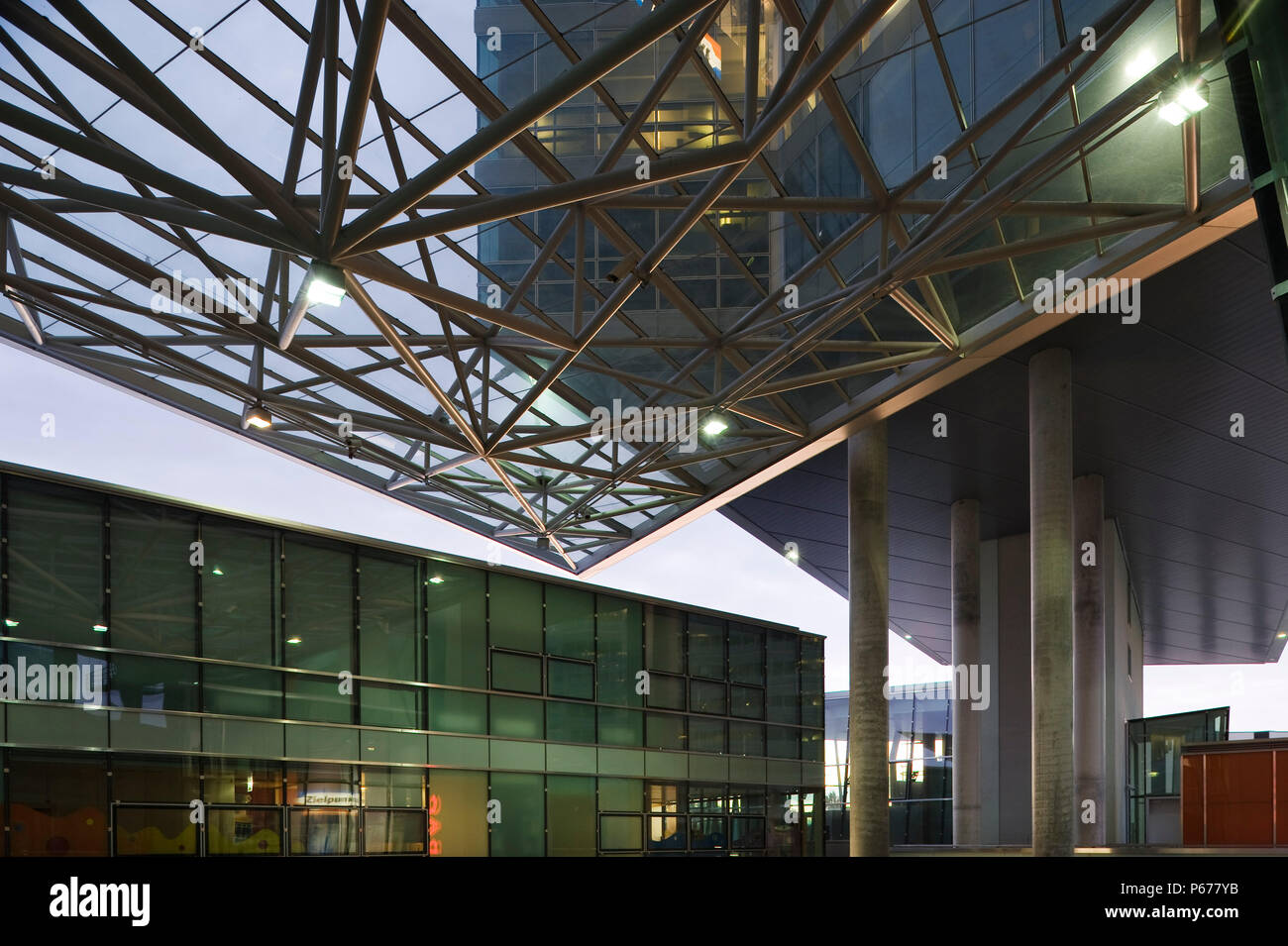 Austria, Vienna, Entwicklungsgebiet Donaucity, STRABAG-Zentrale, Ernst Hoffmann 2003 - Vienna, Development Area Donaucity, STRABAG Head Office, Ernst  - Stock Image