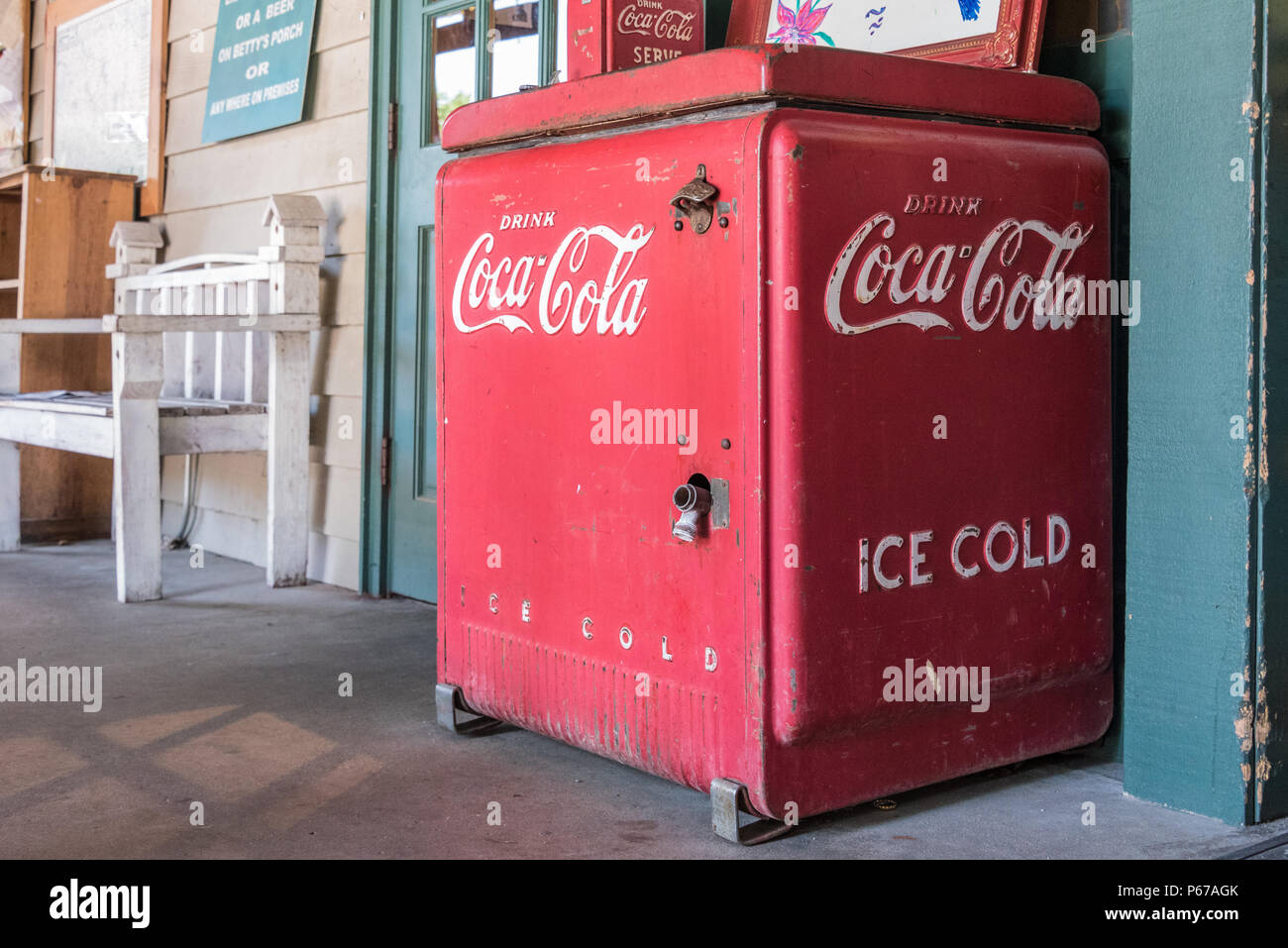 Vintage Ice Cold Coca-Cola cooler on the front porch of Betty's Country Store in the Blue Ridge Mountains at Helen, Georgia. (USA) - Stock Image