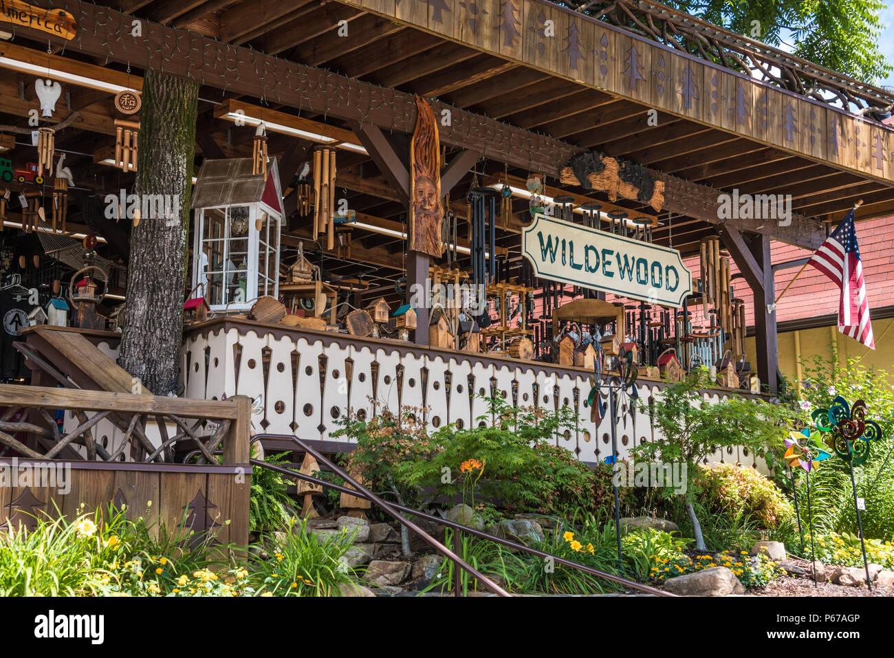 Wildewood Shop in the Blue Ridge Mountains along the Chattahoochee River in downtown Helen, Georgia. (USA) Stock Photo