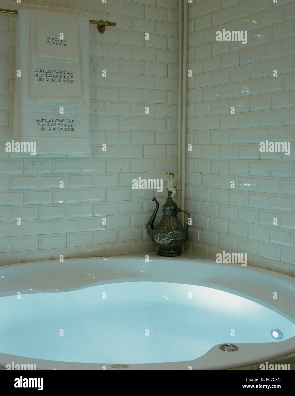 View of an ornament beside a bathtub - Stock Image