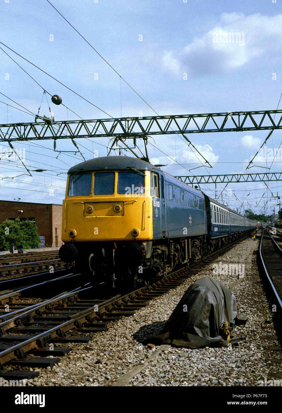 Carlisle. No.85.003 arrives from the south with the 13:49 ex Birmingham for Glasgow Central. 26.07.1986. - Stock Image
