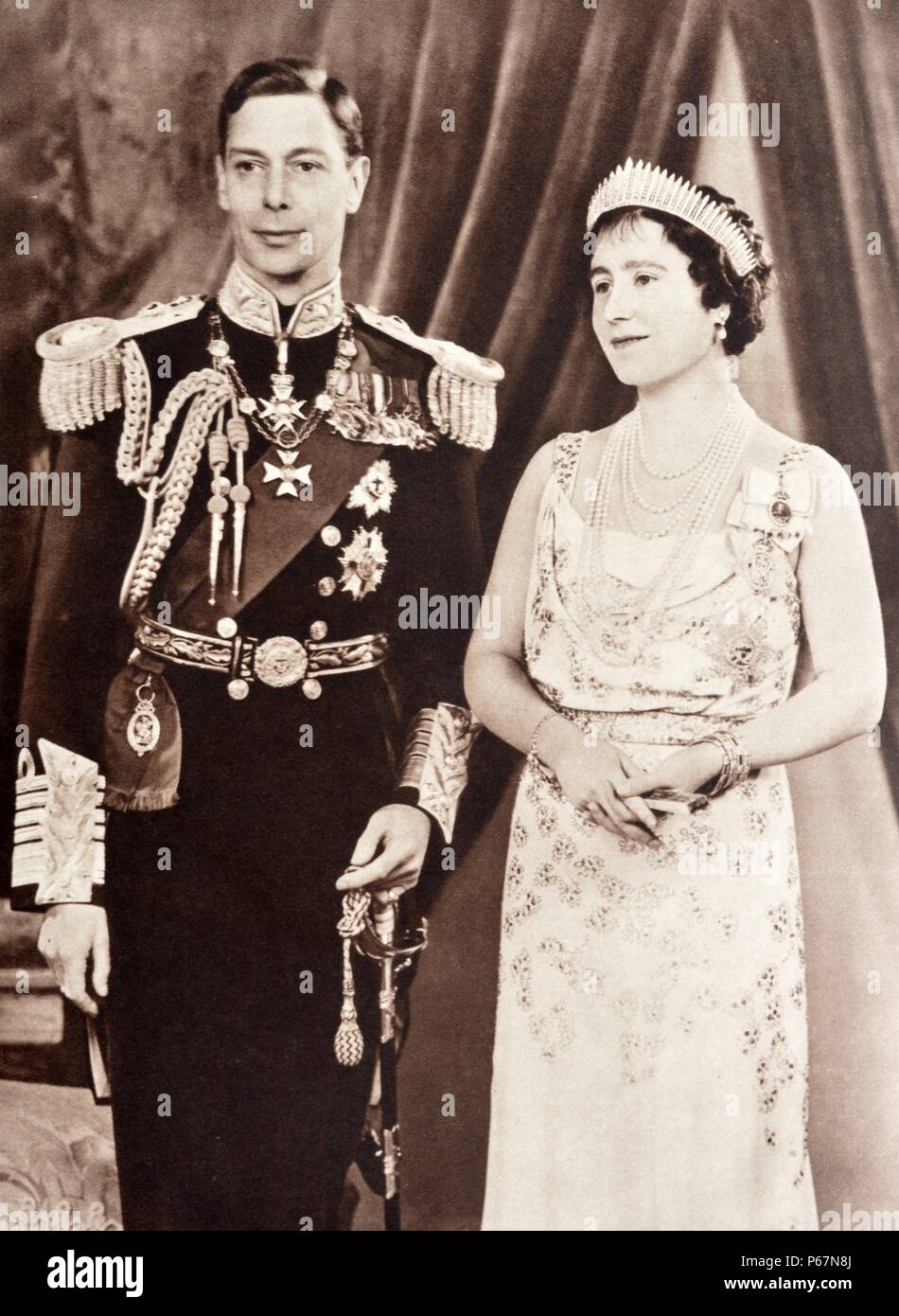 Portrait of King George VI and Queen Elizabeth of England, in formal coronation robes. - Stock Image