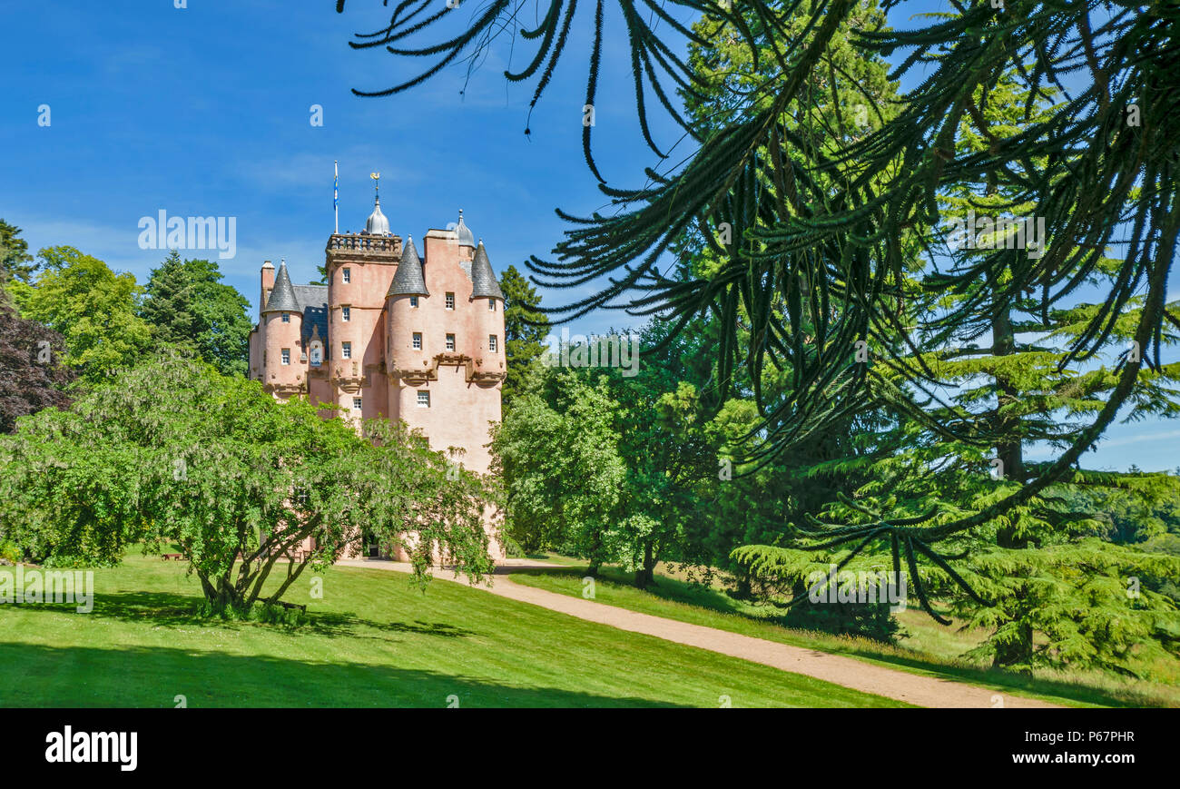 CRAIGIEVAR CASTLE ABERDEENSHIRE SCOTLAND MAIN ENTRANCE PEOPLE AT THE TOP OF THE TOWER AND VARIETY OF TREES - Stock Image