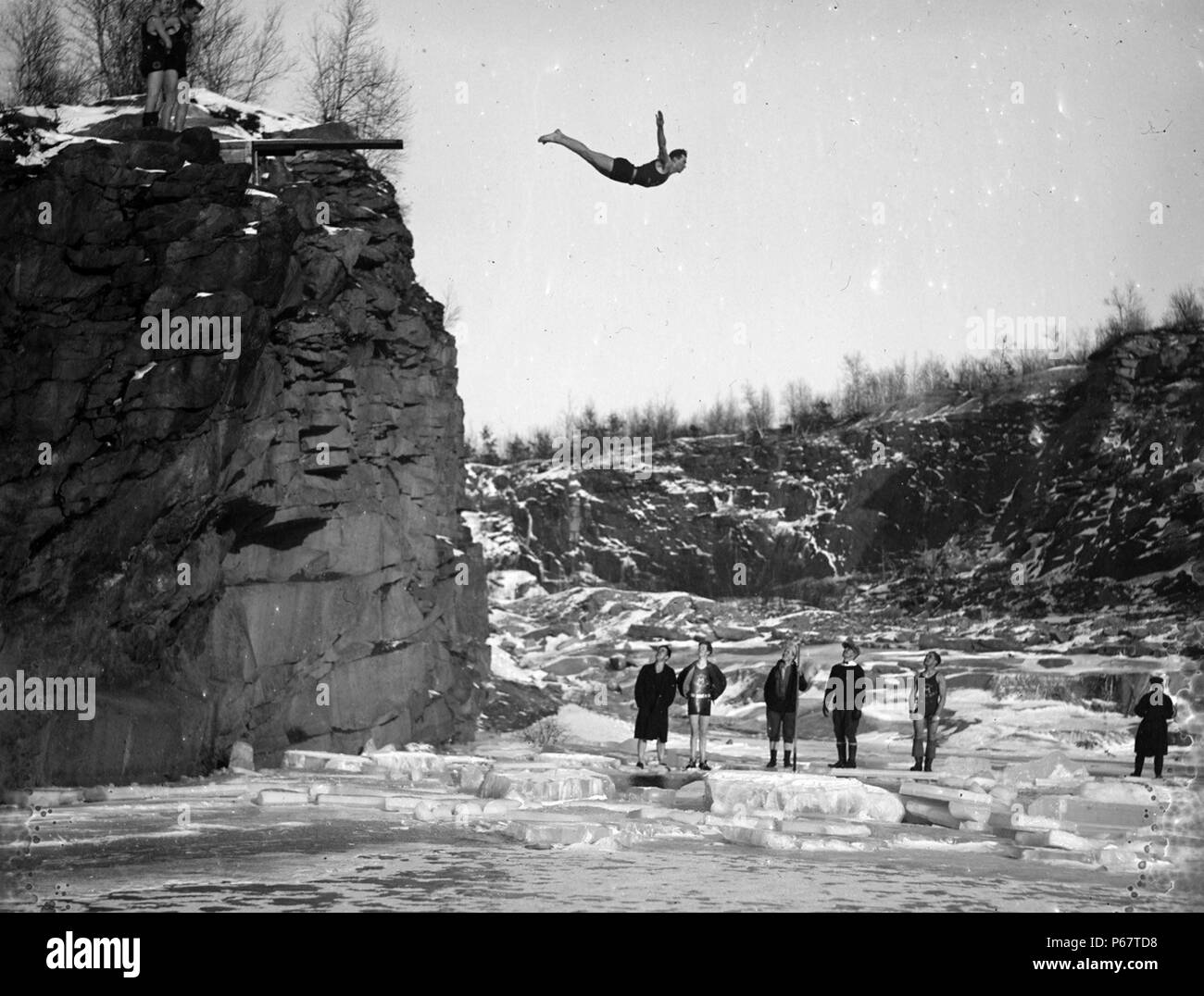 Photograph of Brownies diving into icy water, Manchester. Photographed by Leslie Jones (1886-1967) a Boston, Massachusetts photographer who worked for Boston Herald-Traveller newspaper. Dated 1930 - Stock Image