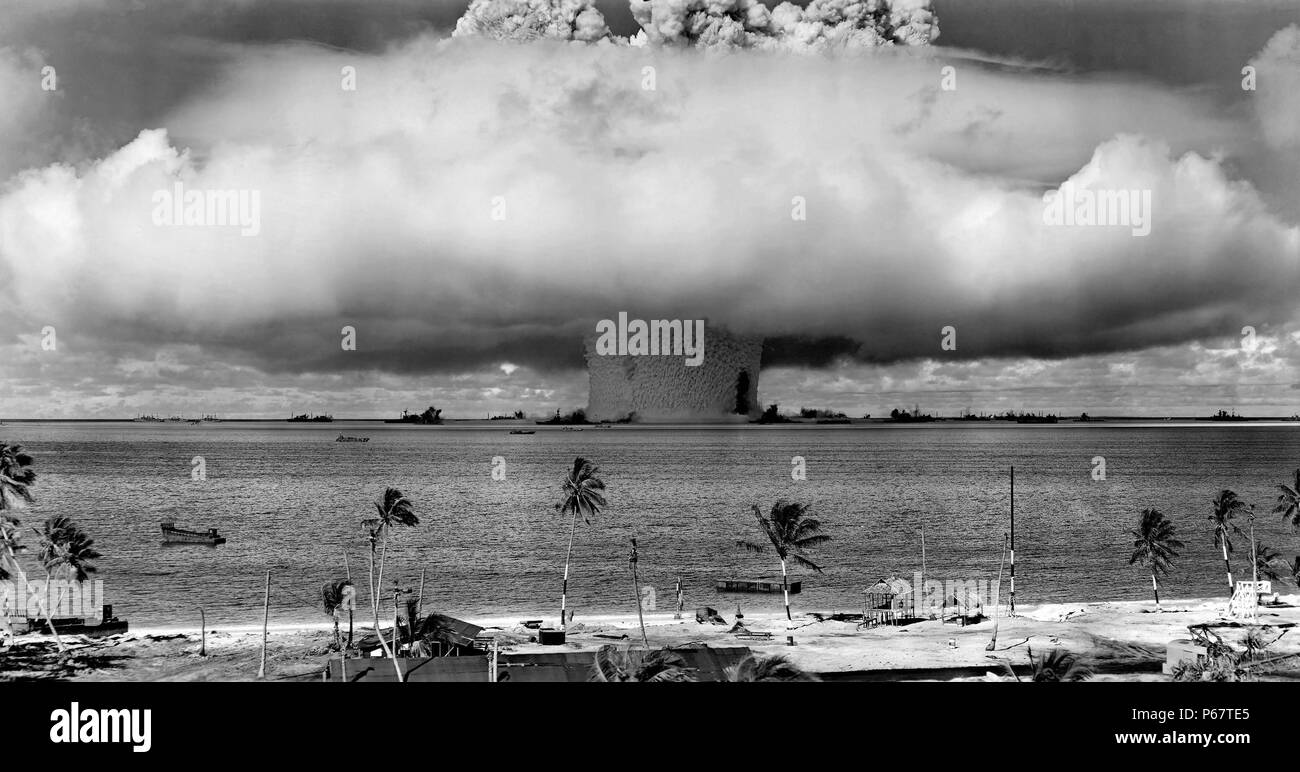 Colour photograph of Mushroom-shaped cloud and water column from the underwater Baker nuclear explosion. Dated 1946 - Stock Image