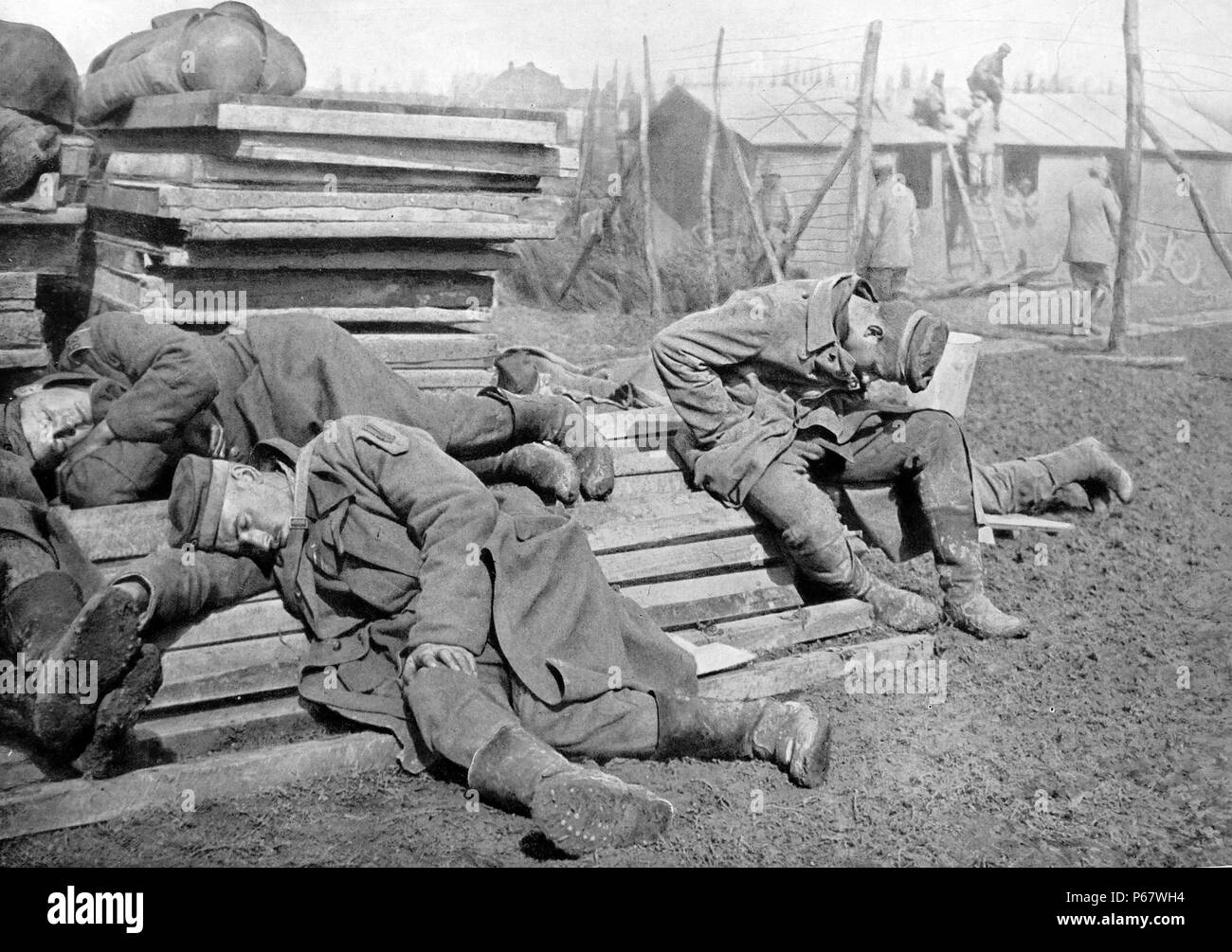 Exhausted German prisoners of war during World War One - Stock Image