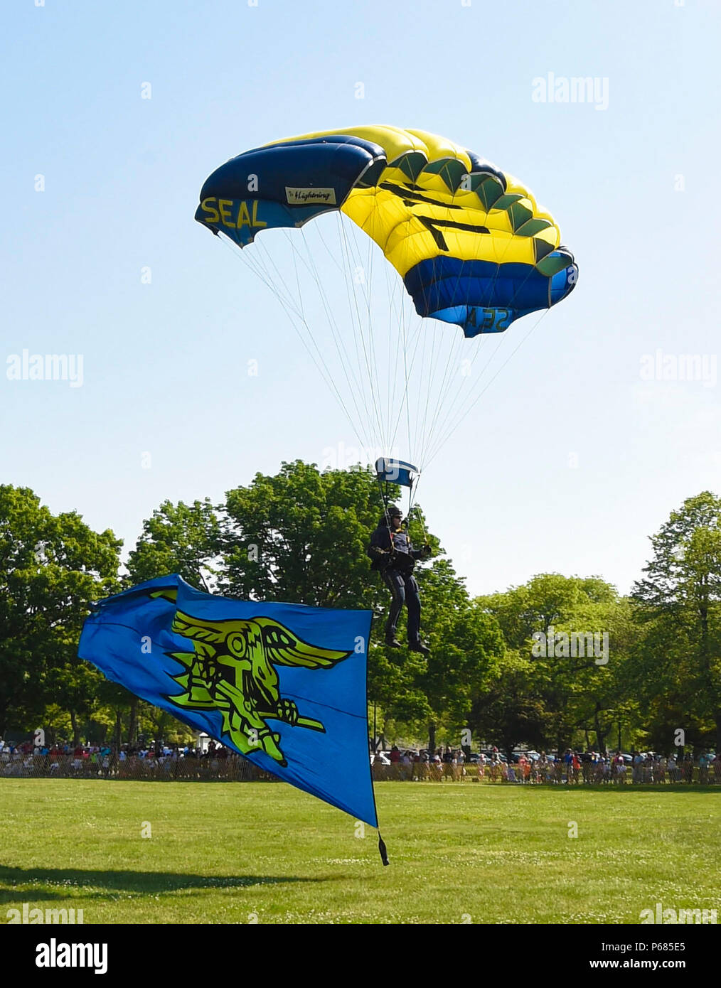 160528-N-VY375-056 EAST MEADOW, N.Y. (May 28, 2016) – Lt. (SEAL) Duncan Hamilton, member of the Navy Parachute Team, the Leap Frogs, prepares to land on the field flying the SEAL trident flag during a skydiving demonstration at Eisenhower Park as part of Fleet Week New York 2016. Fleet Week New York, now in its 28th year, is the city's time-honored celebration of the sea services. It is an opportunity for New York citizens and the surrounding tri-state area to meet Sailors, Marines, and Coast Guardsmen, as well as witness firsthand the latest capabilities of today's maritime services. (U.S. Na Stock Photo
