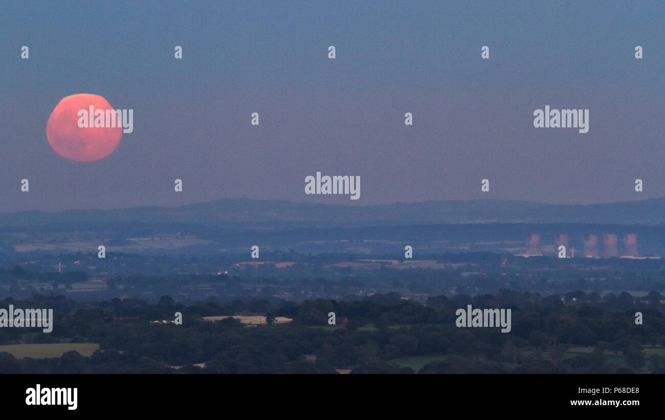 Weaver Hills, Staffordshire, UK. 28th June 2018. The Moon rises over the horizon near Willington, Derbyshire, seen from the Weaver Hills in Staffordshire. Credit: Richard Holmes/Alamy Live News - Stock Image