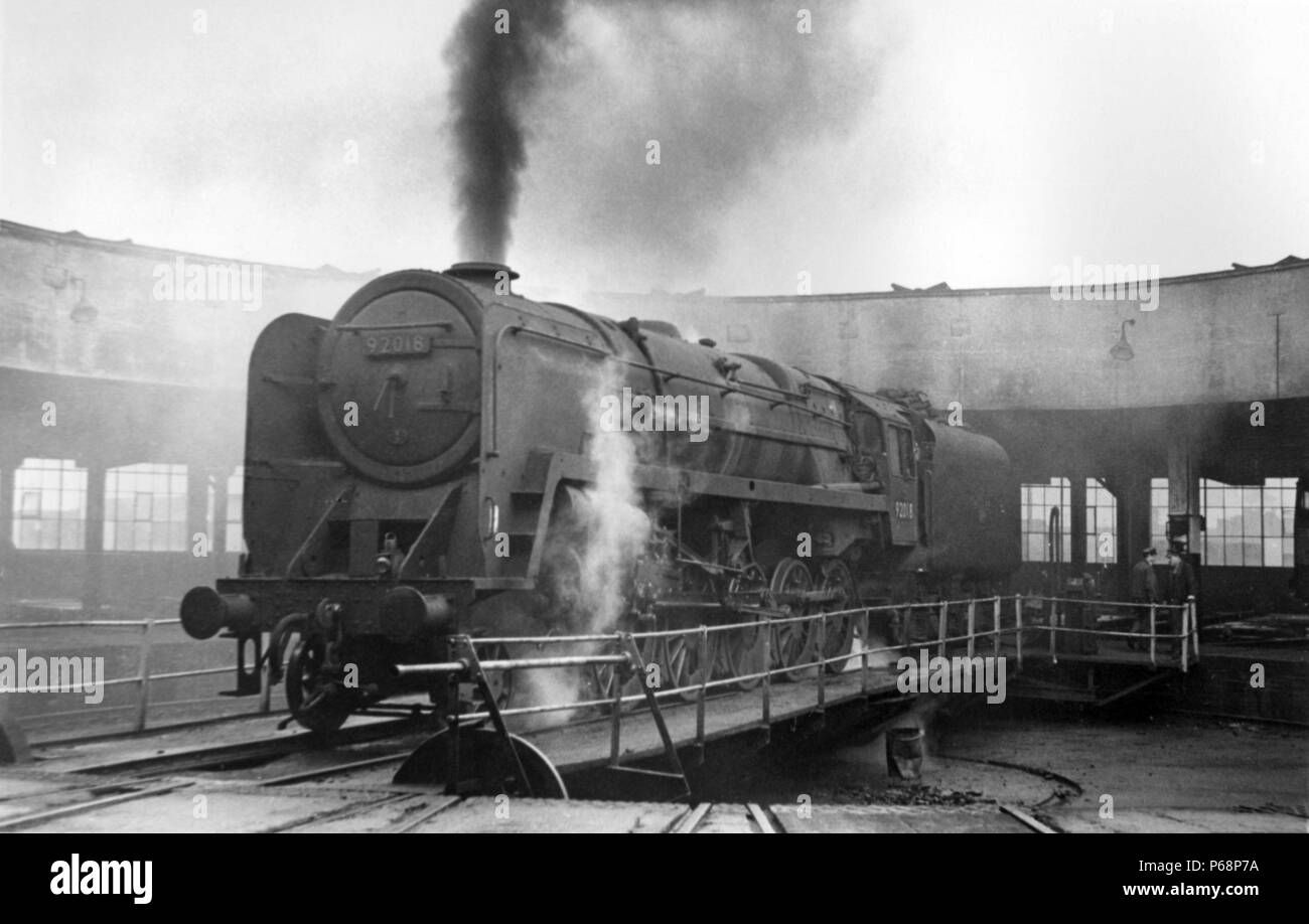 The roundhouse at Leicester Midland (Beal sty) depot with a BR 9F 2-10-0 on the turntable. - Stock Image