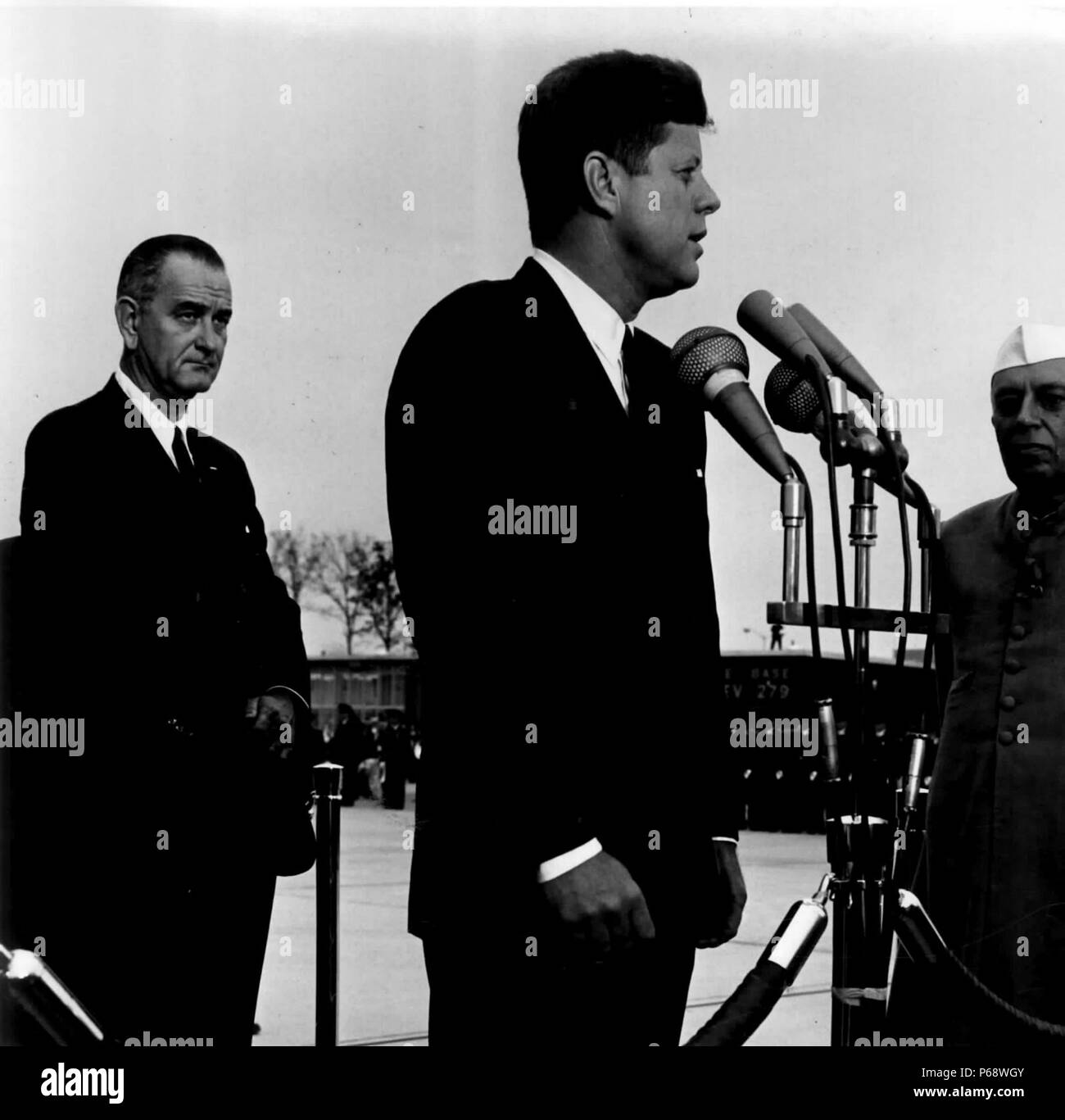 John F Kennedy welcomes Indian Prime Minister Jawaharlal Nehru; At left is Vice President Lyndon B Johnson 1962 - Stock Image