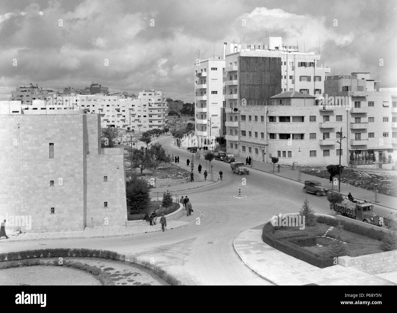Photograph of King George Avenue and the Zionist Executive Head Quarters. Dated 1936 - Stock Image