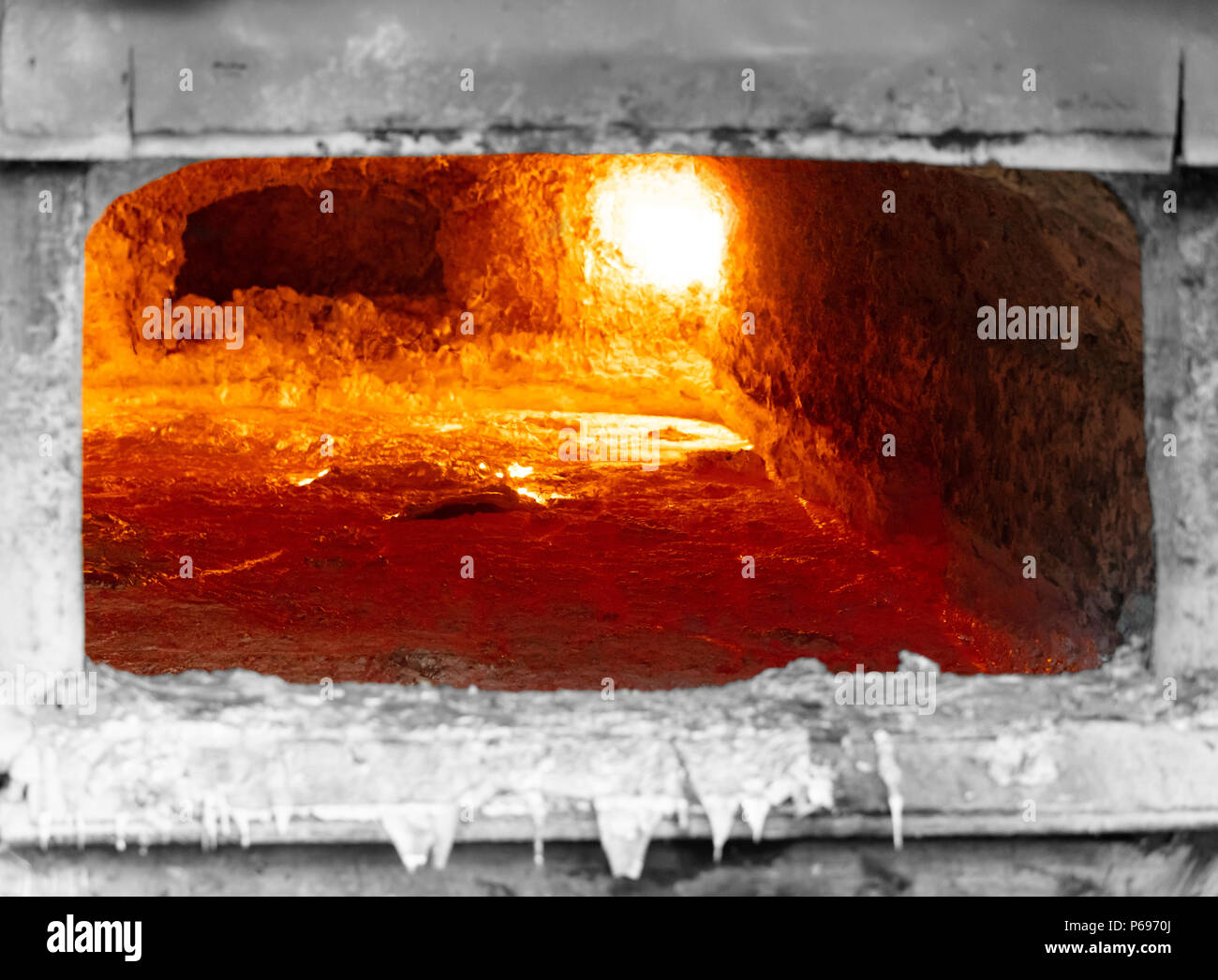 Liquid Metal Stock Photos Images Alamy Aluminum Melting Furnace Schematic Gas Looking Inside An In A Foundry With And The