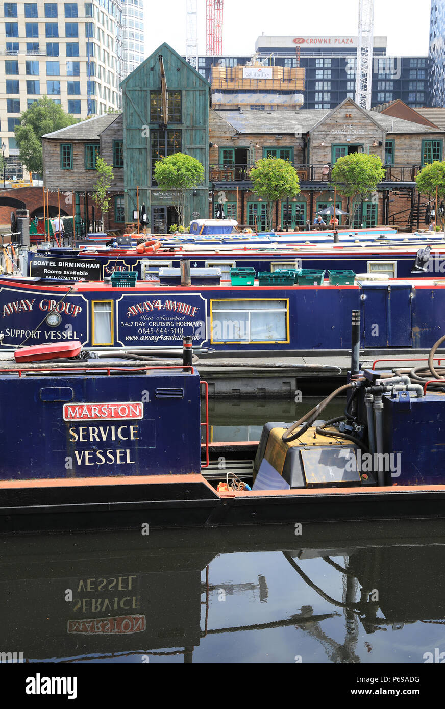 Attractive Gas Street Basin in Birmingham in the Midlands in the UK. The heart of the canal network, the towpaths are lined with bars and pubs, UK Stock Photo