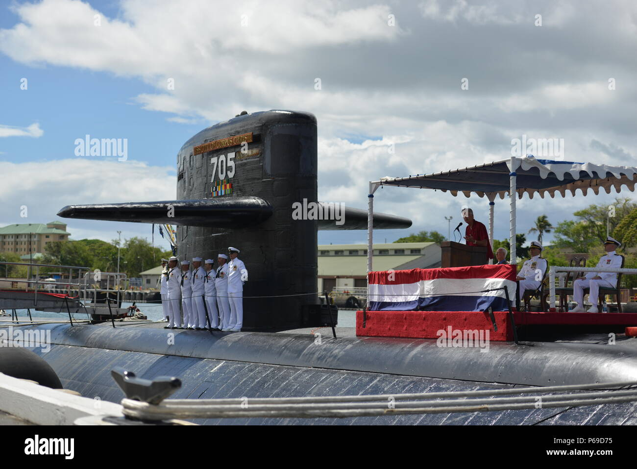 160530-N-LY160-181 JOINT BASE PEARL HARBOR-HICKAM, Hawaii (May 30, 2016) Mark Scott, a city councilman of Corpus Christi, Texas, addresses Memorial Day guests at the Los Angeles-class fast-attack submarine USS City of Corpus Christi (SSN 705) decommissioning ceremony at Joint Base Pearl Harbor-Hickam. City of Corpus Christi concluded 33 years of service as the second U.S. warship to be named after Corpus Christi, Texas. (U.S. Navy photo by Mass Communication Specialist 2nd Class Michael H. Lee) - Stock Image