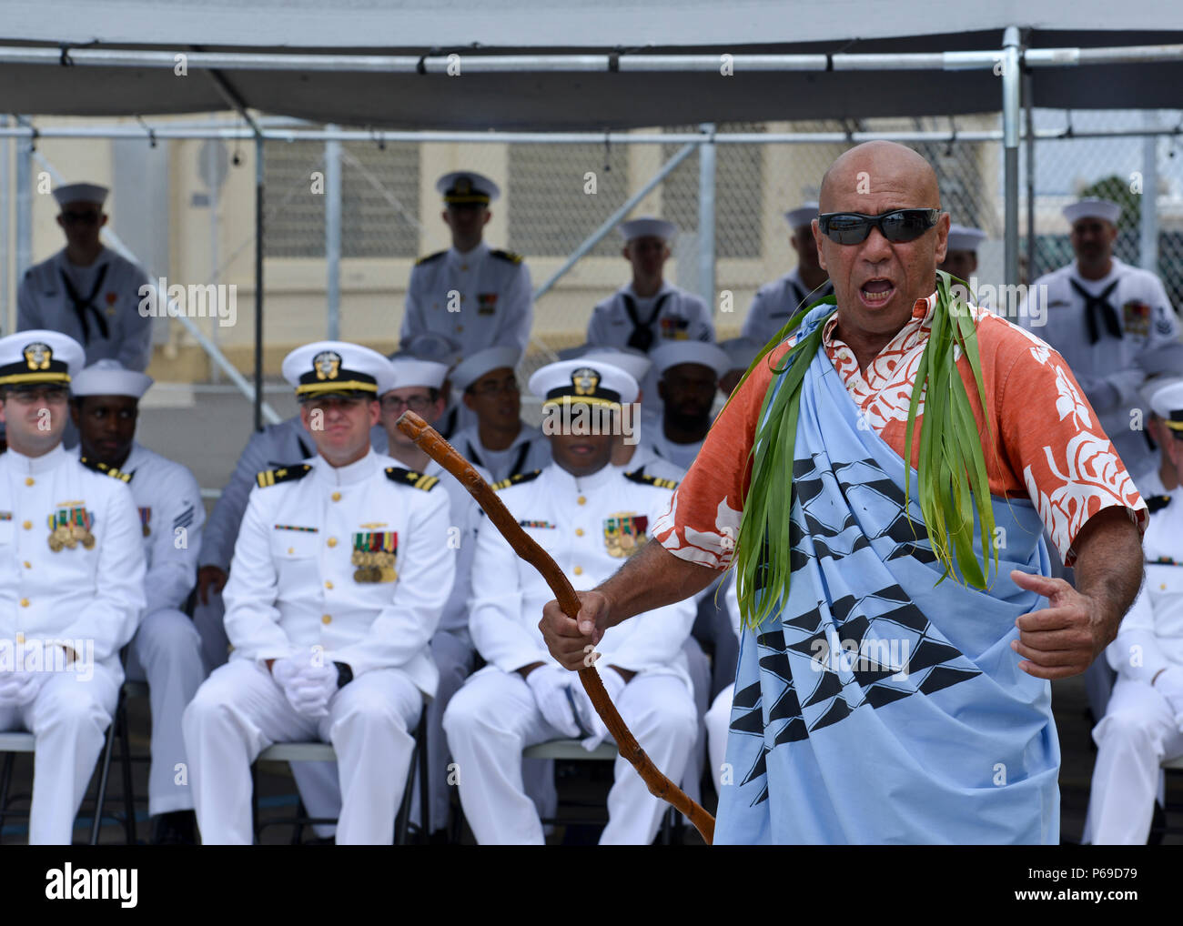160530-N-LY160-489 JOINT BASE PEARL HARBOR-HICKAM, Hawaii (May 30, 2016) Tom Stone performs a Pula Aloha, a traditional Hawaiian blessing, during a Memorial Day decommissioning ceremony of the Los Angeles-class fast-attack submarine USS City of Corpus Christi (SSN 705) at Joint Base Pearl Harbor-Hickam. City of Corpus Christi concluded 33 years of service as the second U.S. warship to be named after Corpus Christi, Texas. (U.S. Navy photo by Mass Communication Specialist 2nd Class Michael H. Lee) - Stock Image