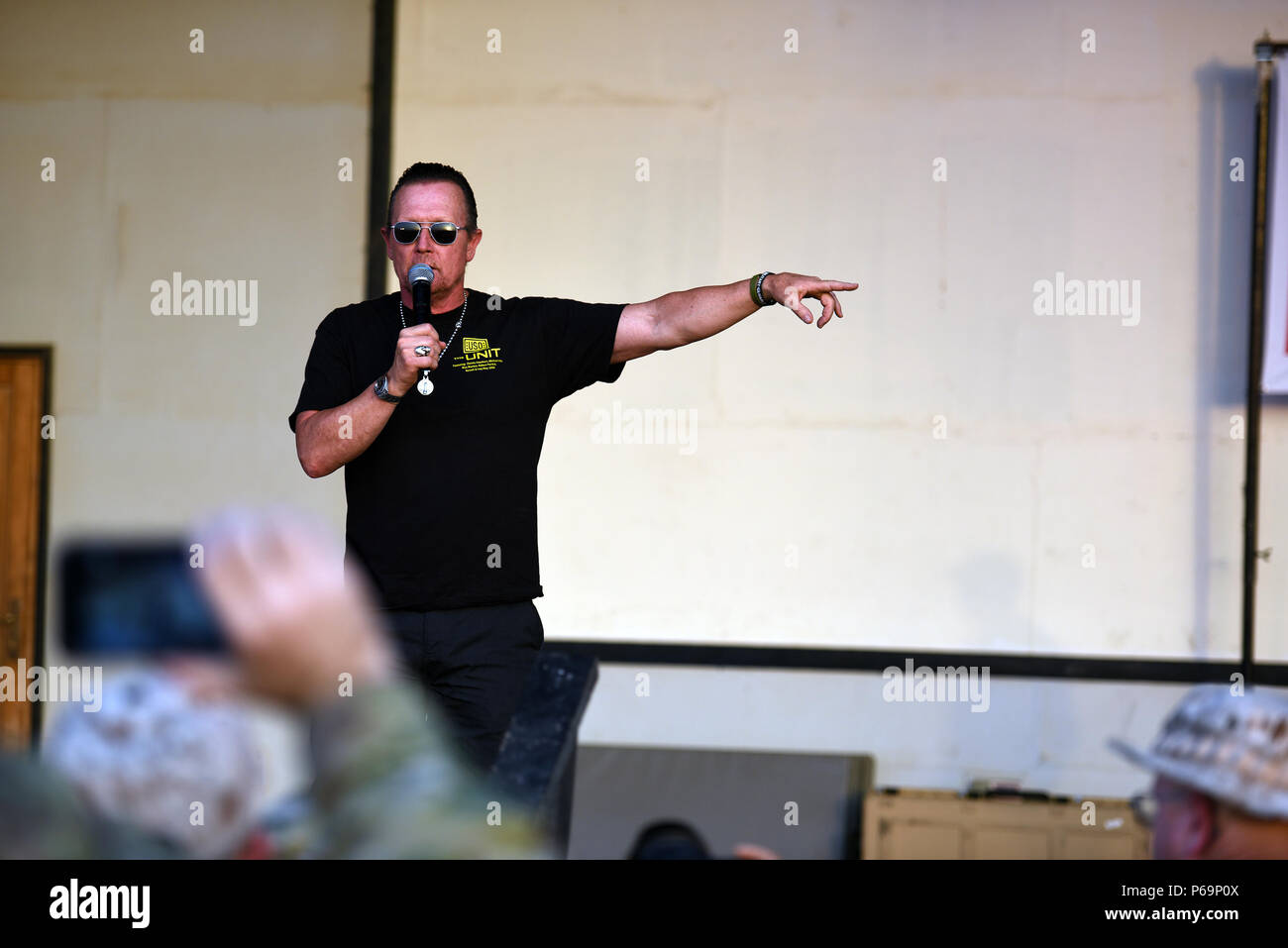Actor Robert Patrick during a USO show as Army Gen. Frank Grass, chief, National Guard Bureau, leads the first-ever National Guard USO Tour, Kuwait, May 18, 2016. (U.S. Army National Guard photo by Sgt. 1st Class Jim Greenhill) (Released) - Stock Image
