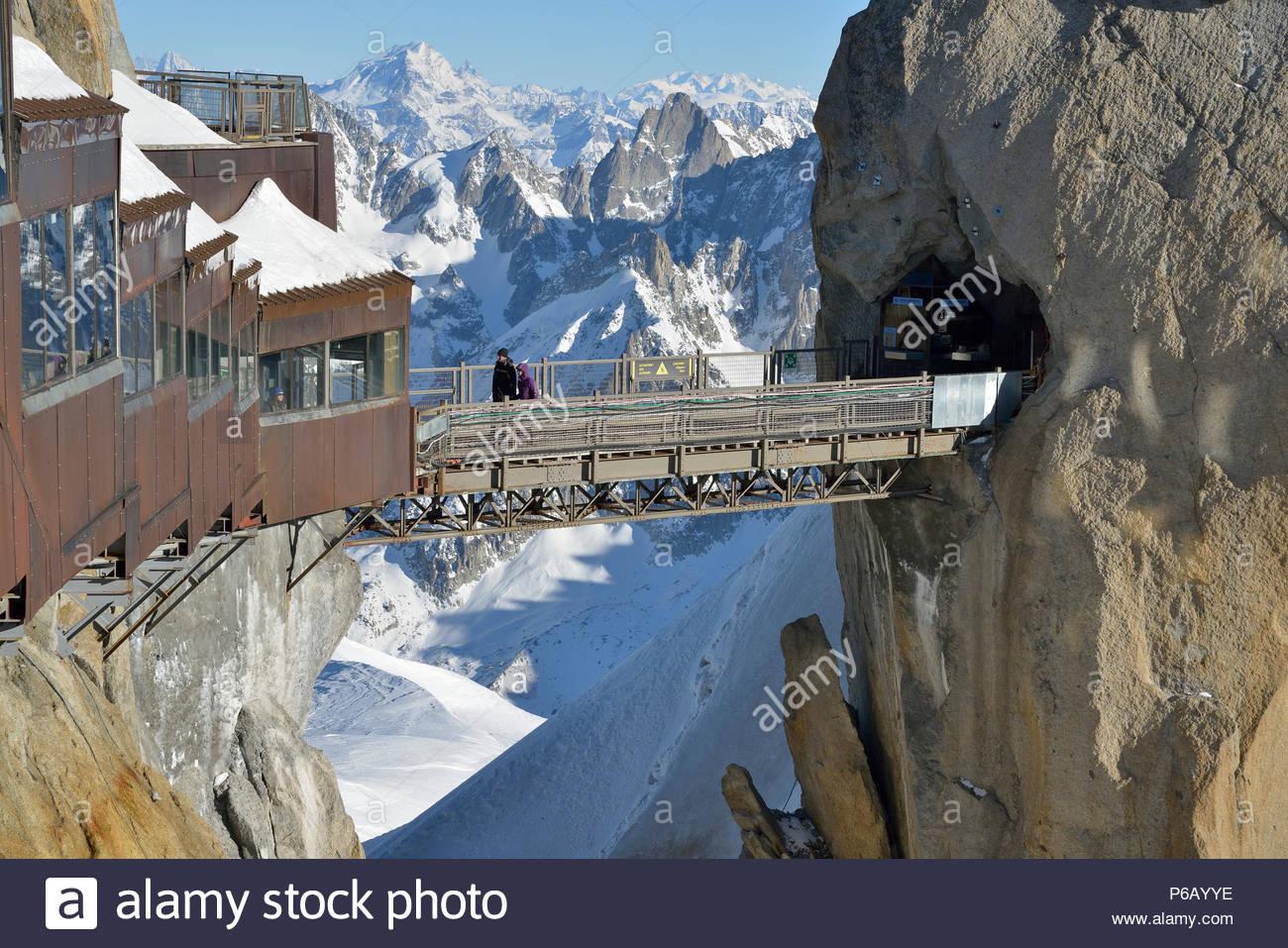 France, Auvergne-Rhone-Alpes, Haute-Savoie, Chamonix, Aiguille du Midi (3848m), Mont-Blanc range - Stock Image