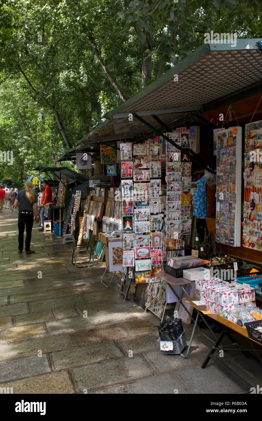 France, Paris, Quai de Conti, shop of bookseller. - Stock Image