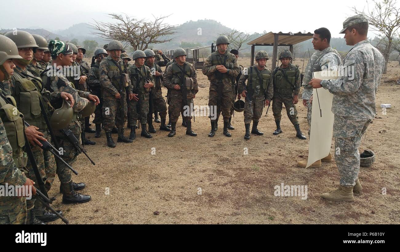 Spc. Lopez of TM Caballeria covers rifle preliminary marksmanship instruction (PMI), with Reconaissance Soldiers at 3rd Brigade, Jutiapa, Guatemala on May 4, 2016. - Stock Image