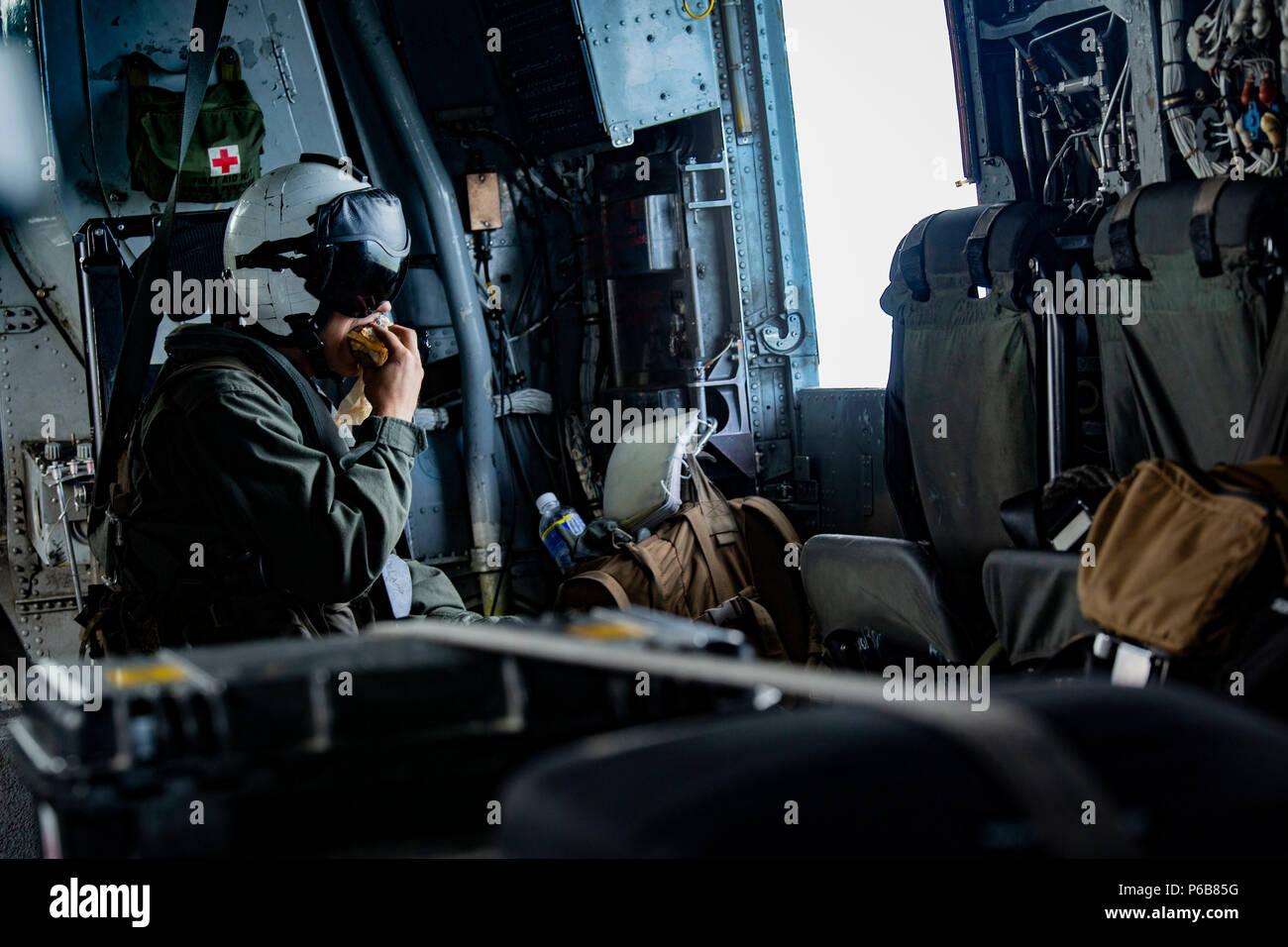 Ilot Central Avec Snack ~ U S Marine Lance Cpl John C Delapp A Ch 53e Super Stallion