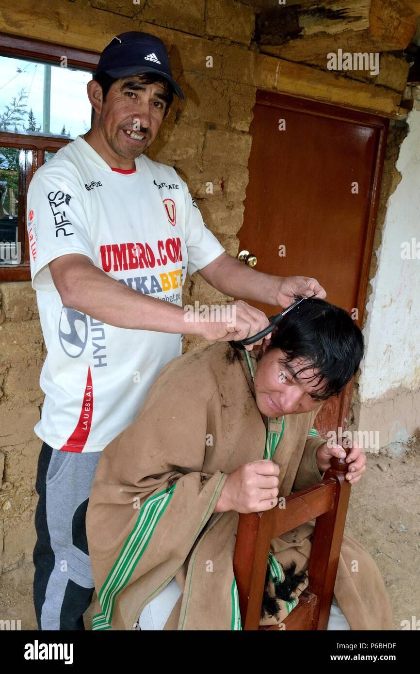 Hairdresser  in PULUN ' Las Huaringas '  - HUANCABAMBA.. Department  of Piura .PERU                     - Stock Image