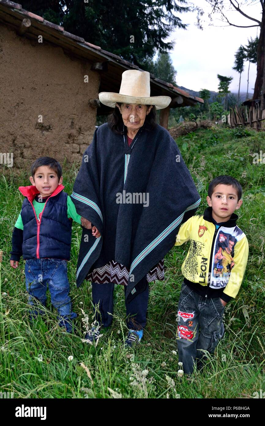 Farmers in PULUN ' Las Huaringas '  - HUANCABAMBA.. Department  of Piura .PERU                     - Stock Image