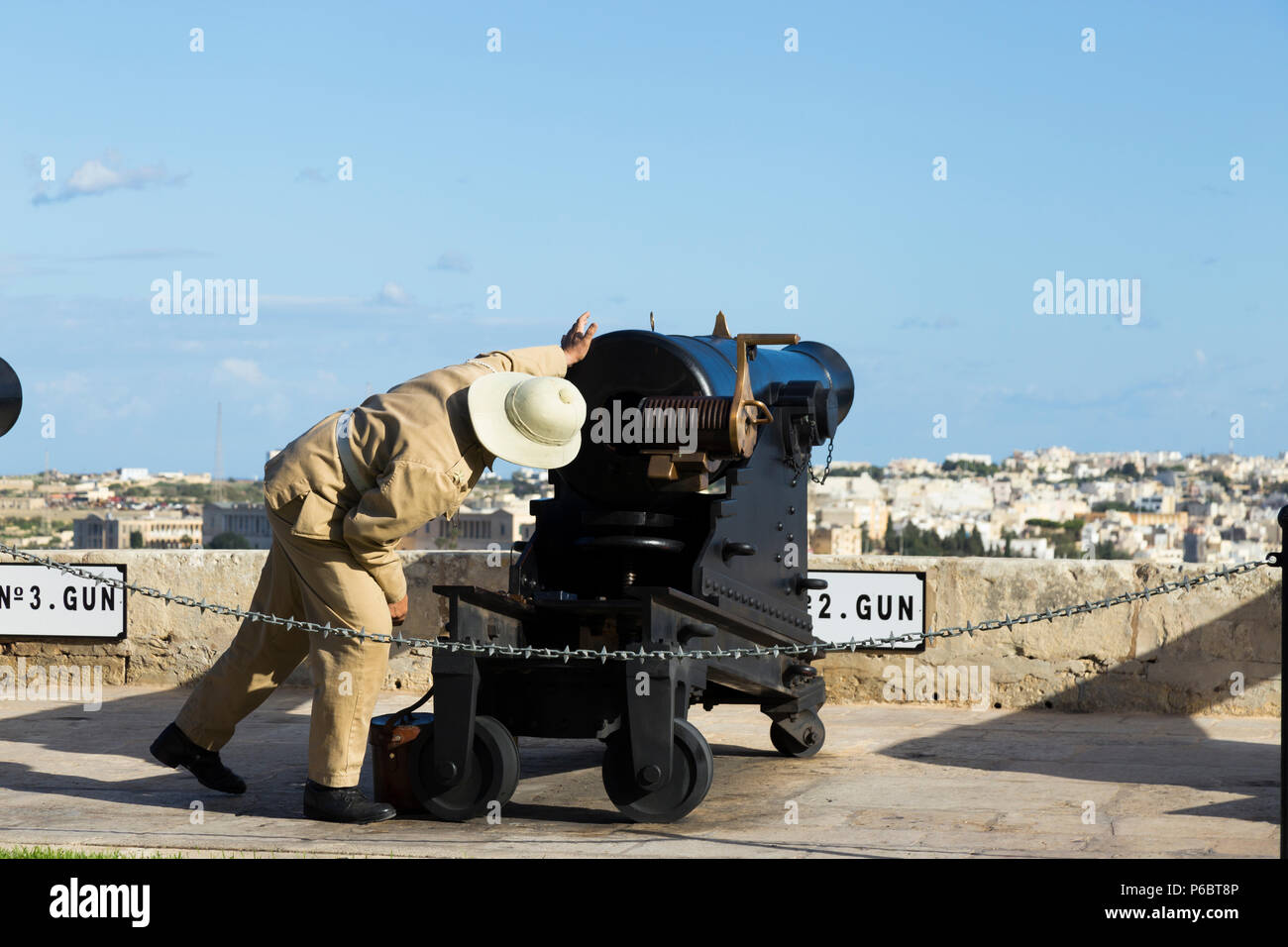 Number 2 Gun of the Saluting Battery artillery battery being prepared / loading powder charge / being loaded to fire the 4pm time signal. Valletta, Malta. - Stock Image