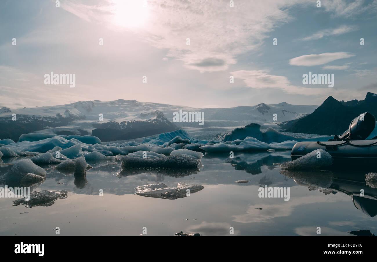 glacier lagoon in iceland. jokulsarlon lagoon beautfiul shaped icebergs sunny - Stock Image