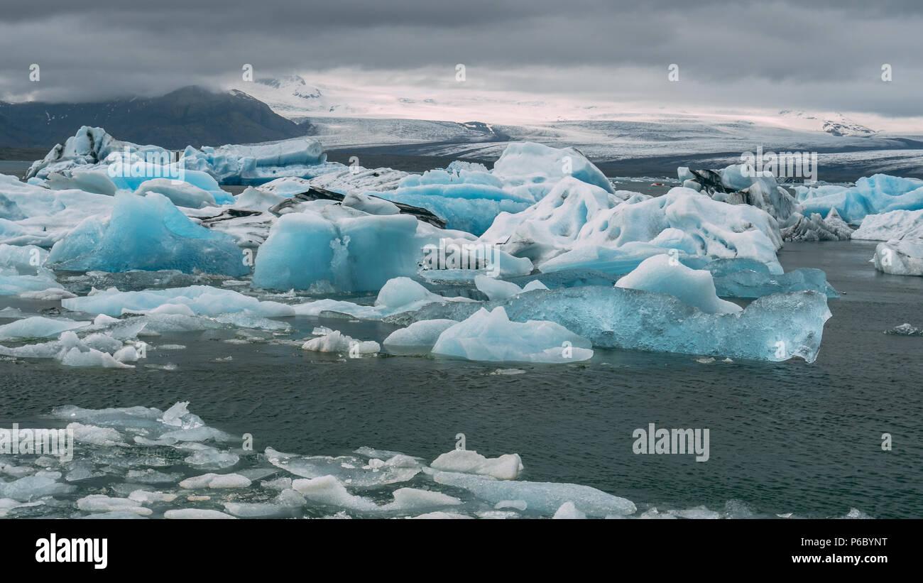 jokulsarlon glacier lagoon icebergs look like diamond iceland - Stock Image