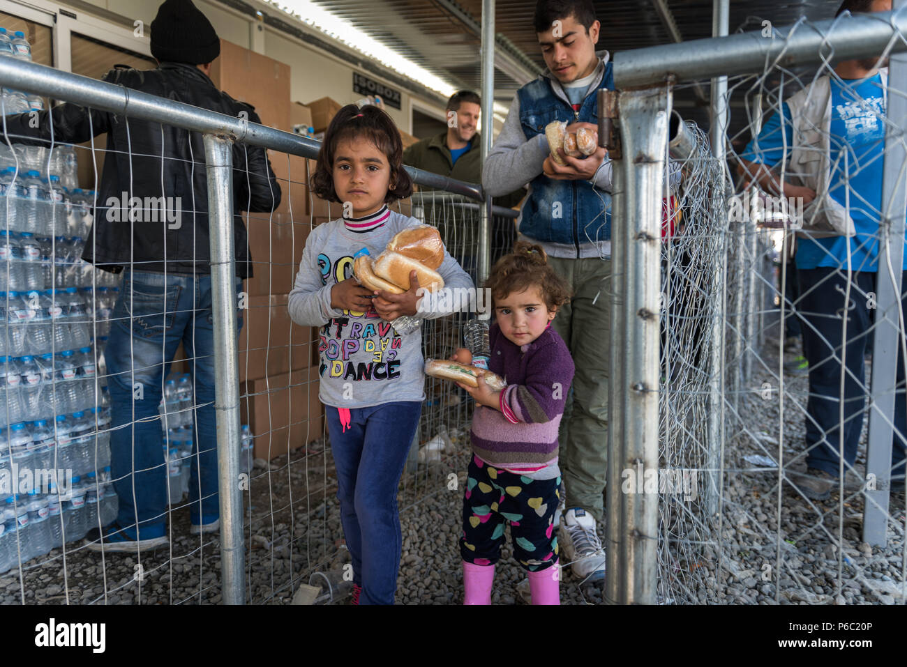 Refugees received food from distribution point at the makeshift refugee camp of the Greek-Macedonian border near the Greek village of Idomeni. - Stock Image
