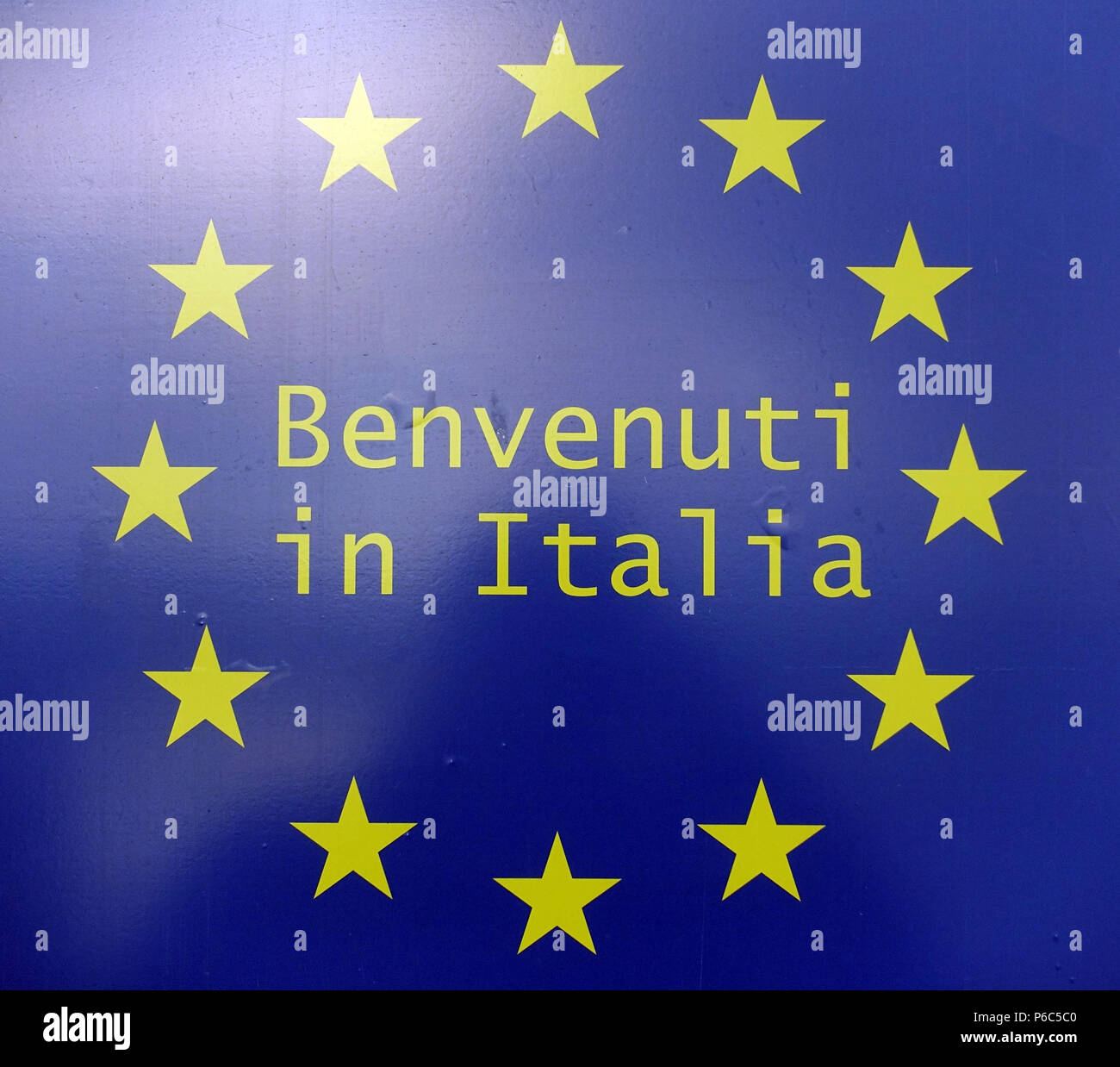 Ahlbeck, Germany - shield Benvenuti in Italia with the stars of the European Union - Stock Image