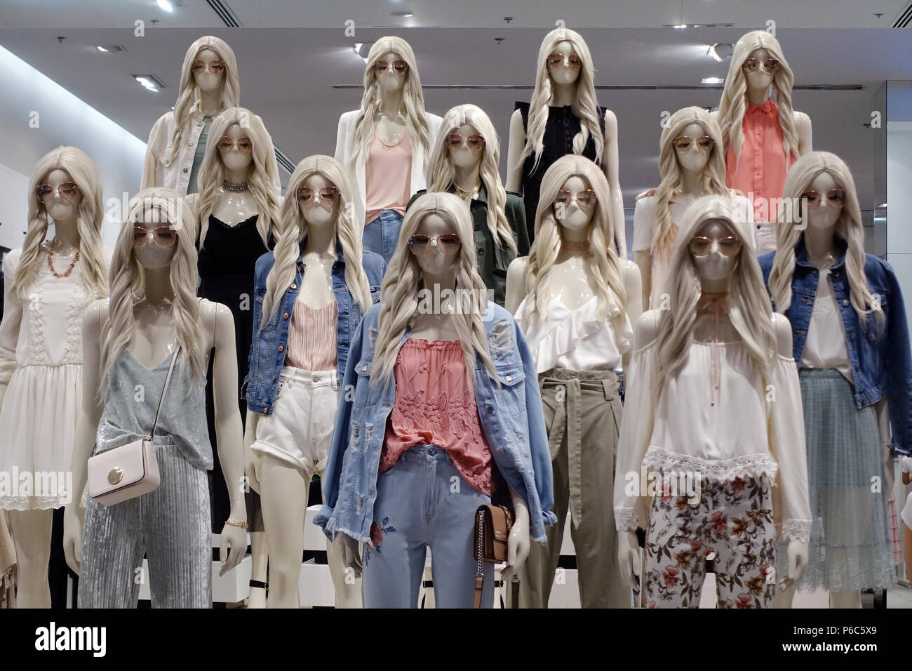 24.03.2017, Dubai, United Arab Emirates, female mannequins without mouth - Stock Image