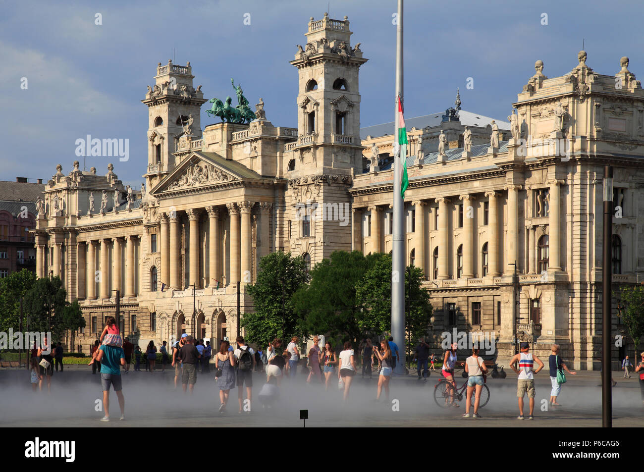 Hungary, Budapest, Museum of Ethnography, Kossuth Lajos Square, people, - Stock Image