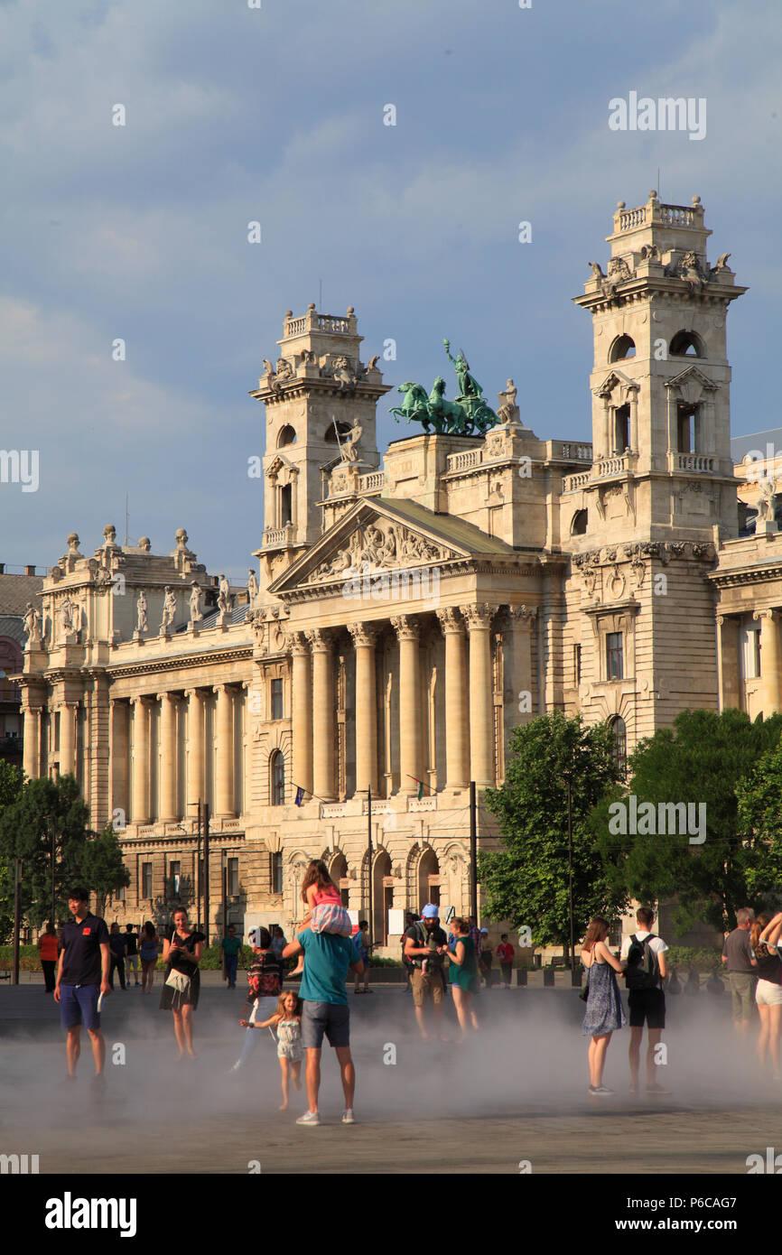 Hungary, Budapest, Museum of Ethnography, Kossuth Lajos Square, people, - Stock Image