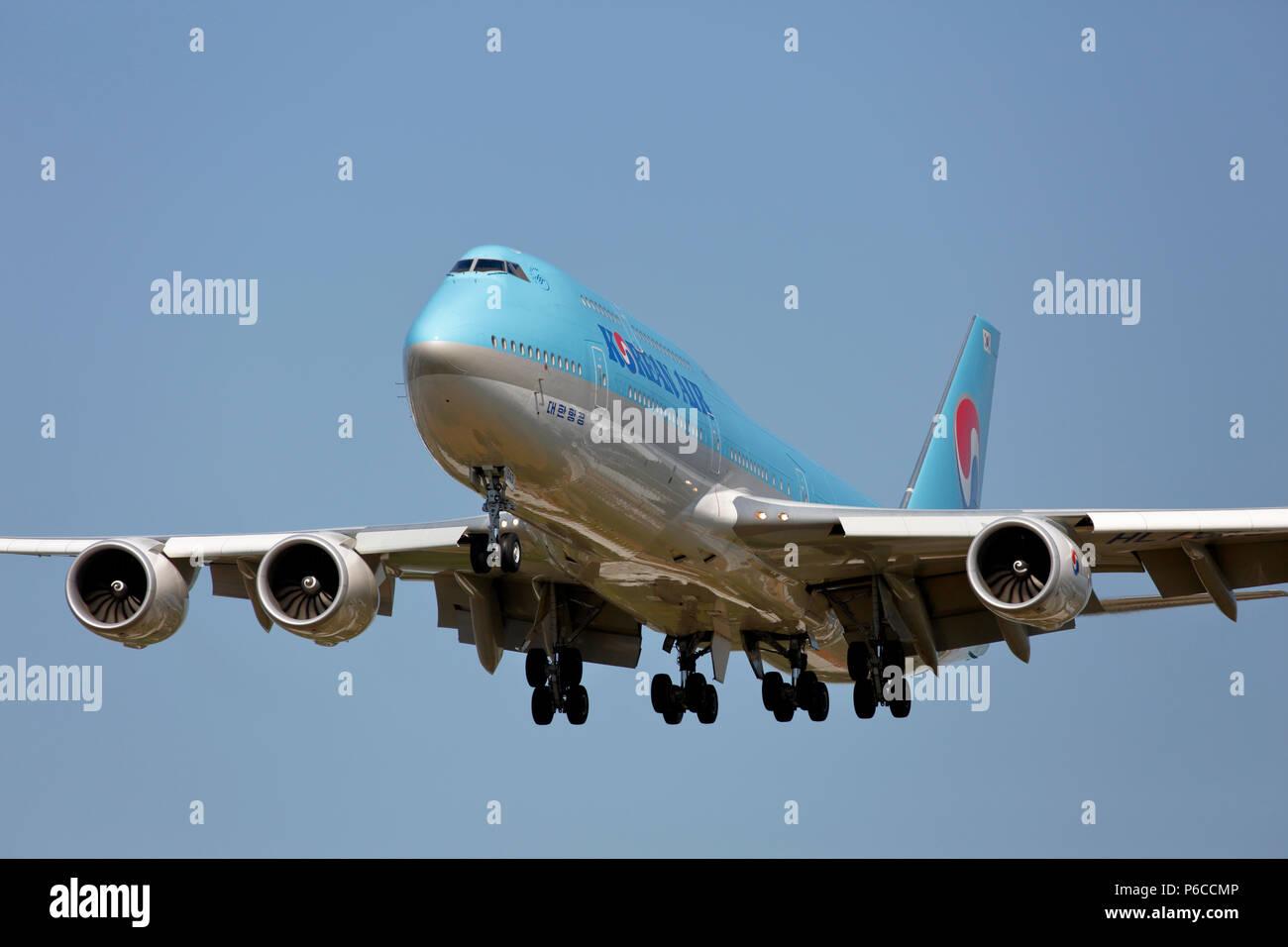 HL7643 Korean Air Lines Boeing 747-8 arriving at London Heathrow airport on runway 27L - Stock Image