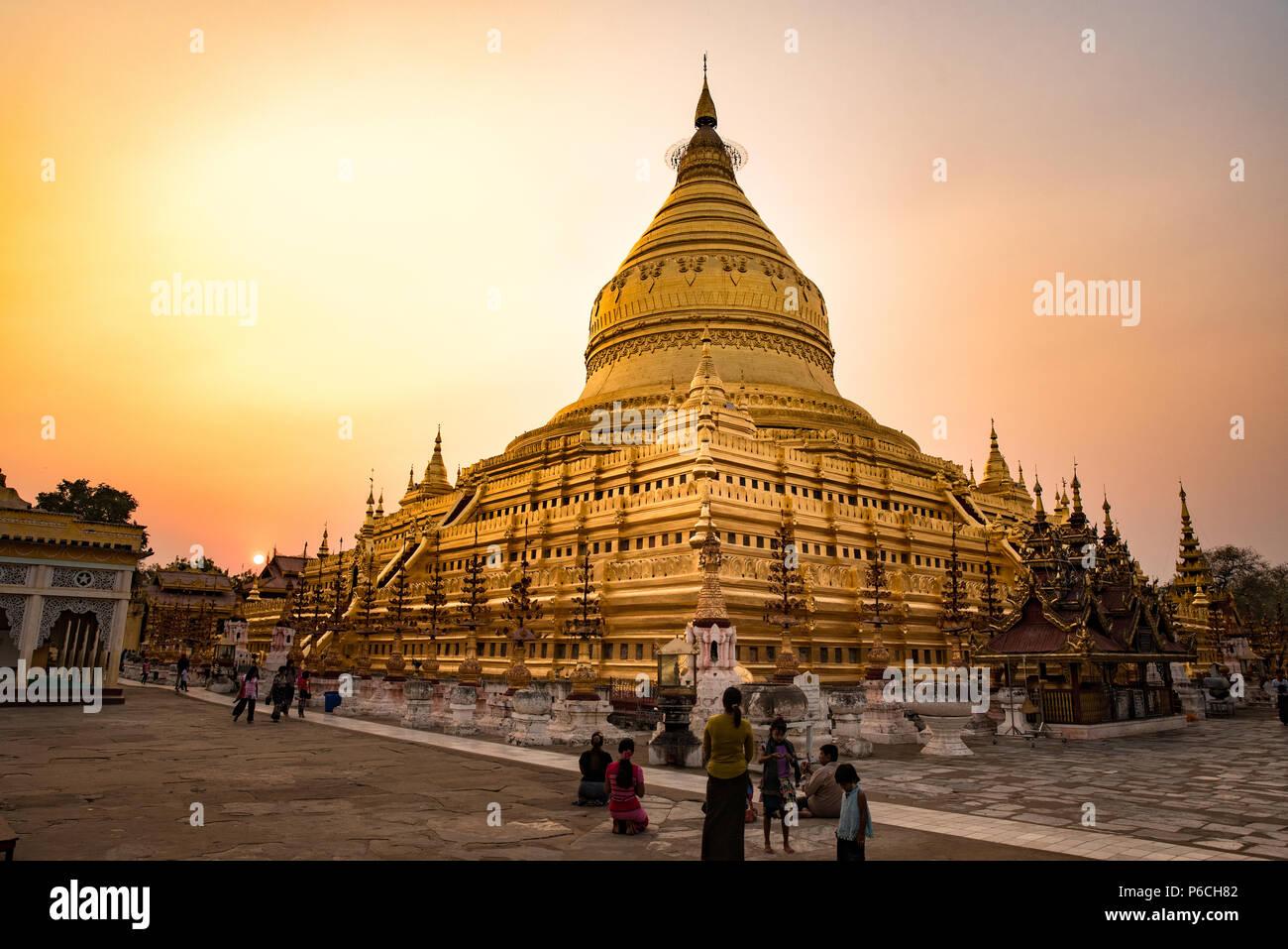 Golden Shwezigon pagoda in Bagan, Myanmar Stock Photo