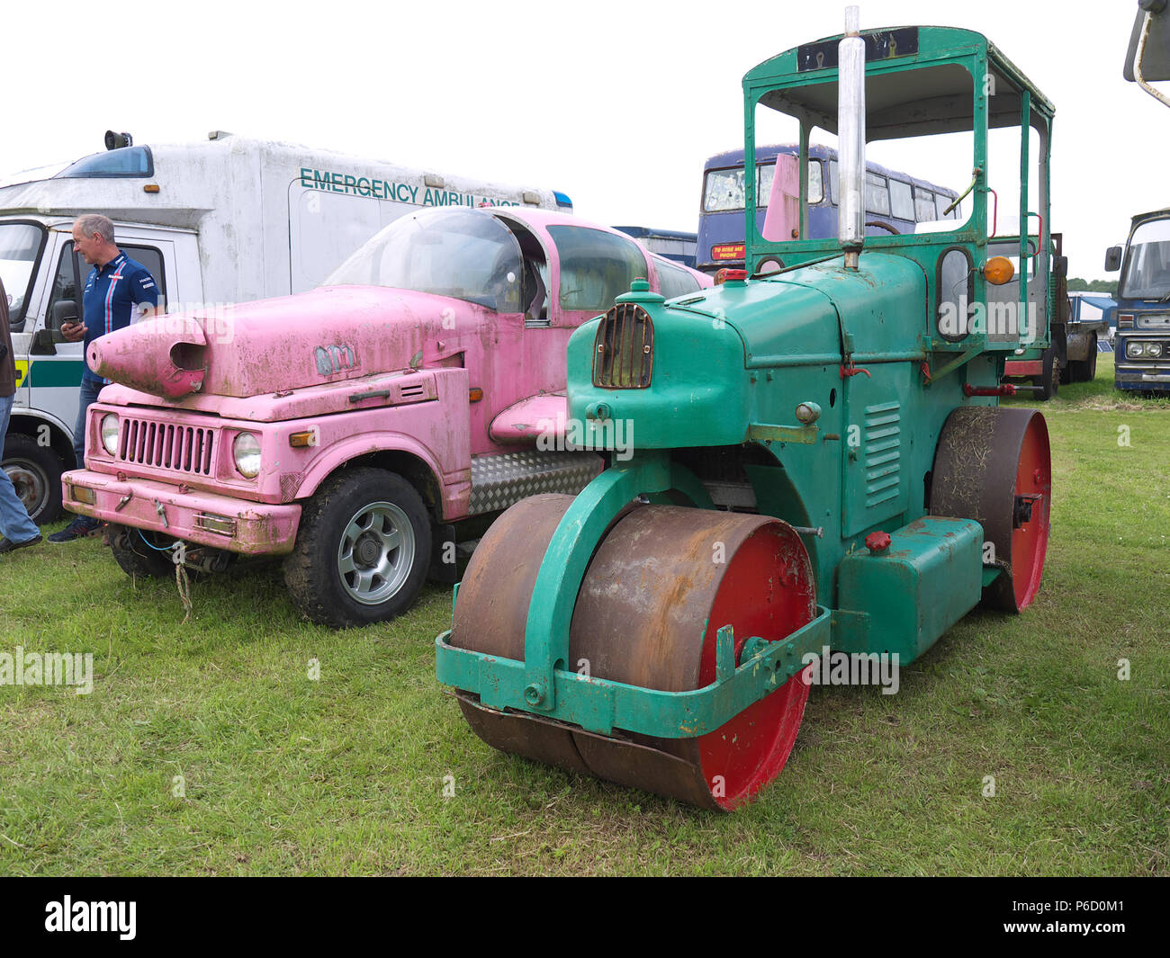 Diesel Road Roller and other vehicles all in need of TLC at Fir Park Wings and Wheels show - Stock Image